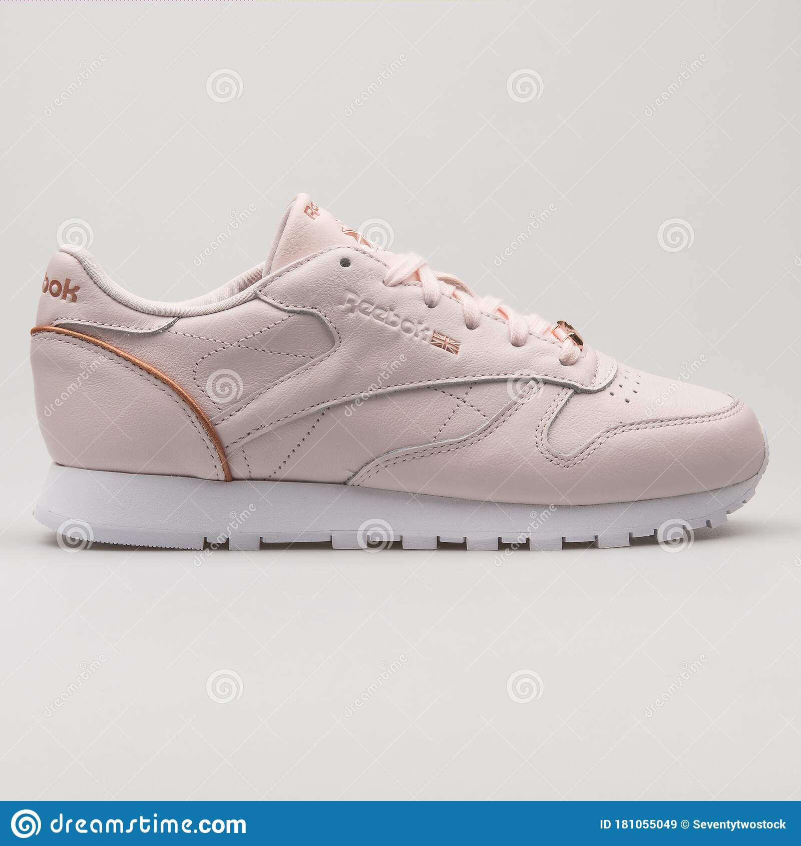 Plano Retirado Silenciosamente  Reebok Classic Leather HW Pink And Rose Gold Sneaker Editorial Stock Image  - Image of leather, equipment: 181055049