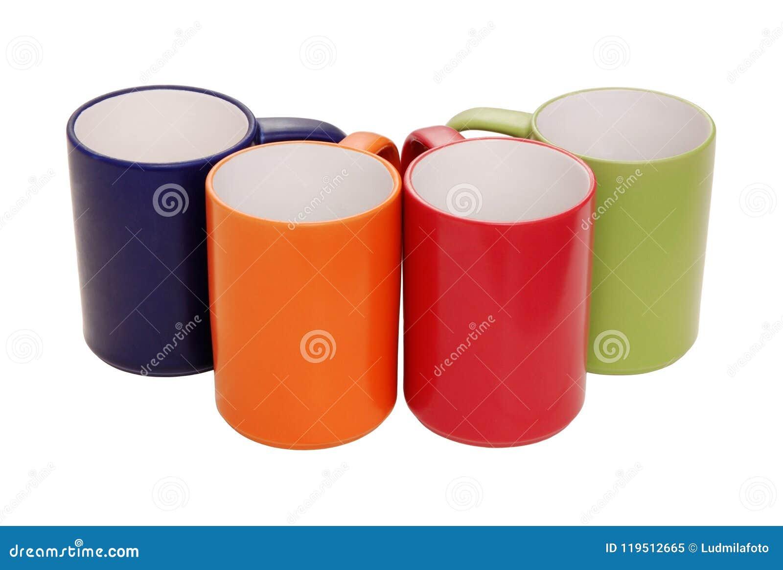 Reeks groene mokken, oranje, blauw, rood