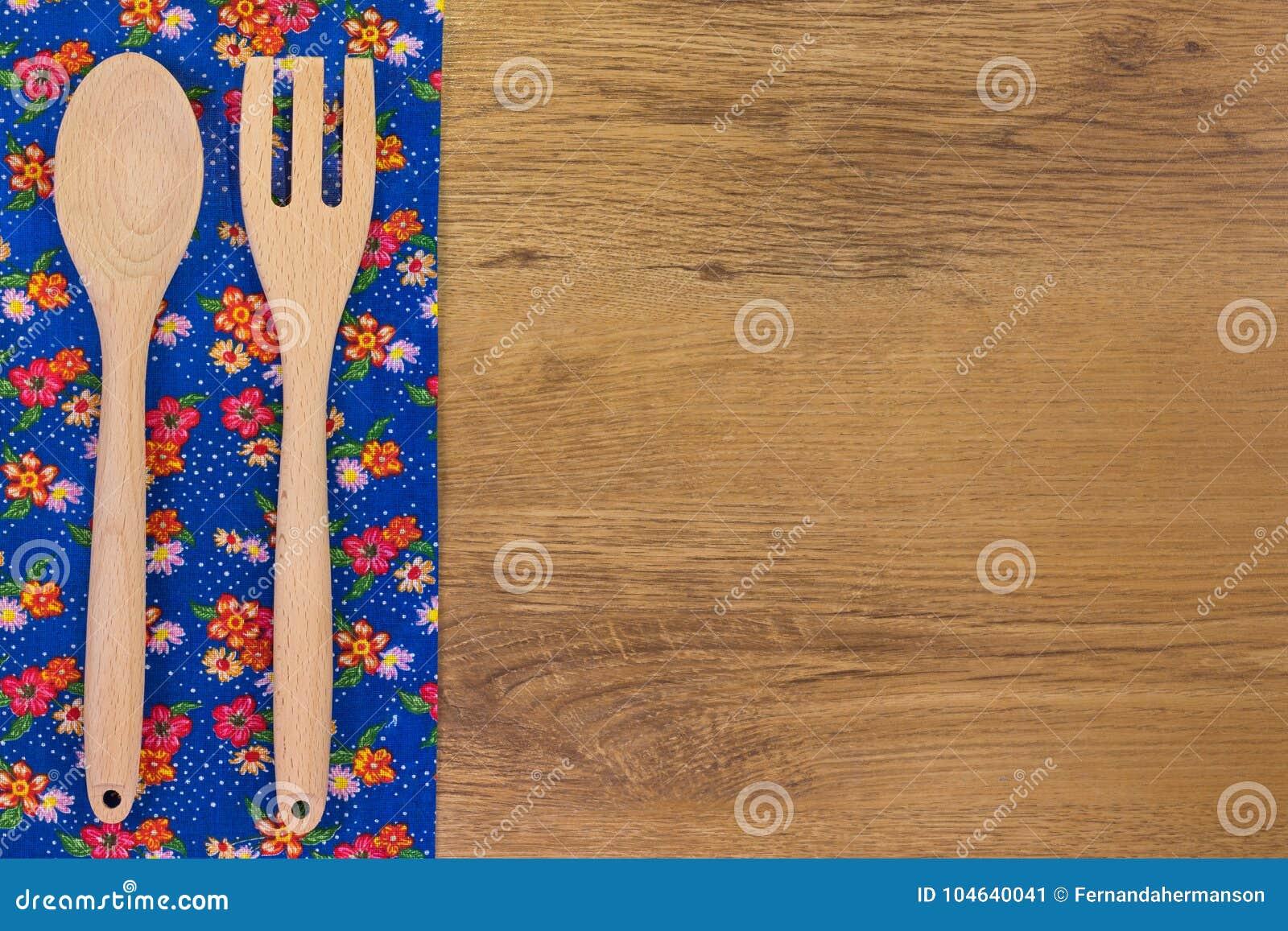 Download Reeks houten keukengerei stock afbeelding. Afbeelding bestaande uit raad - 104640041