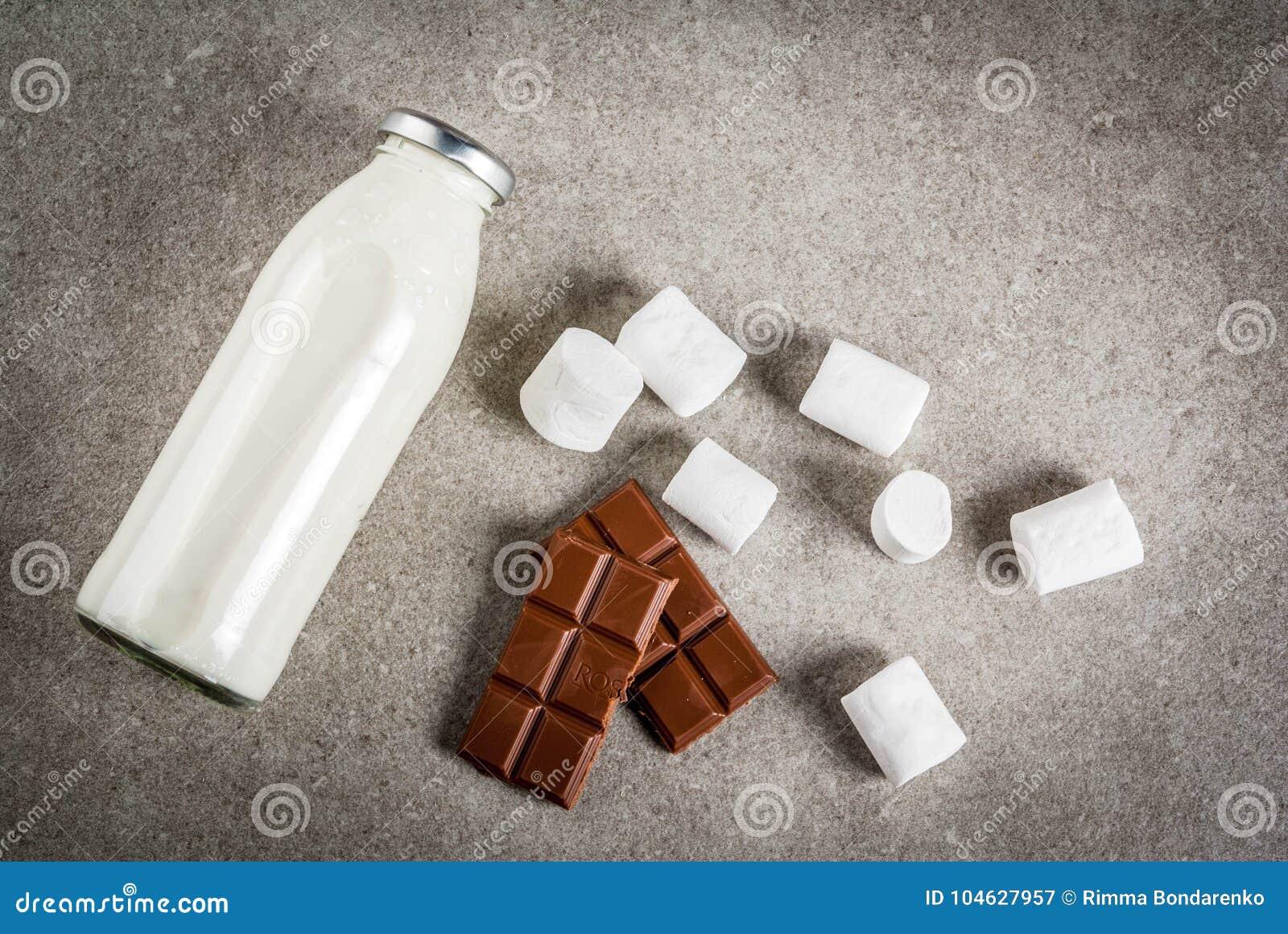 Download Reeks Ingrediënten Voor Hete Chocolade Stock Afbeelding - Afbeelding bestaande uit warm, concept: 104627957