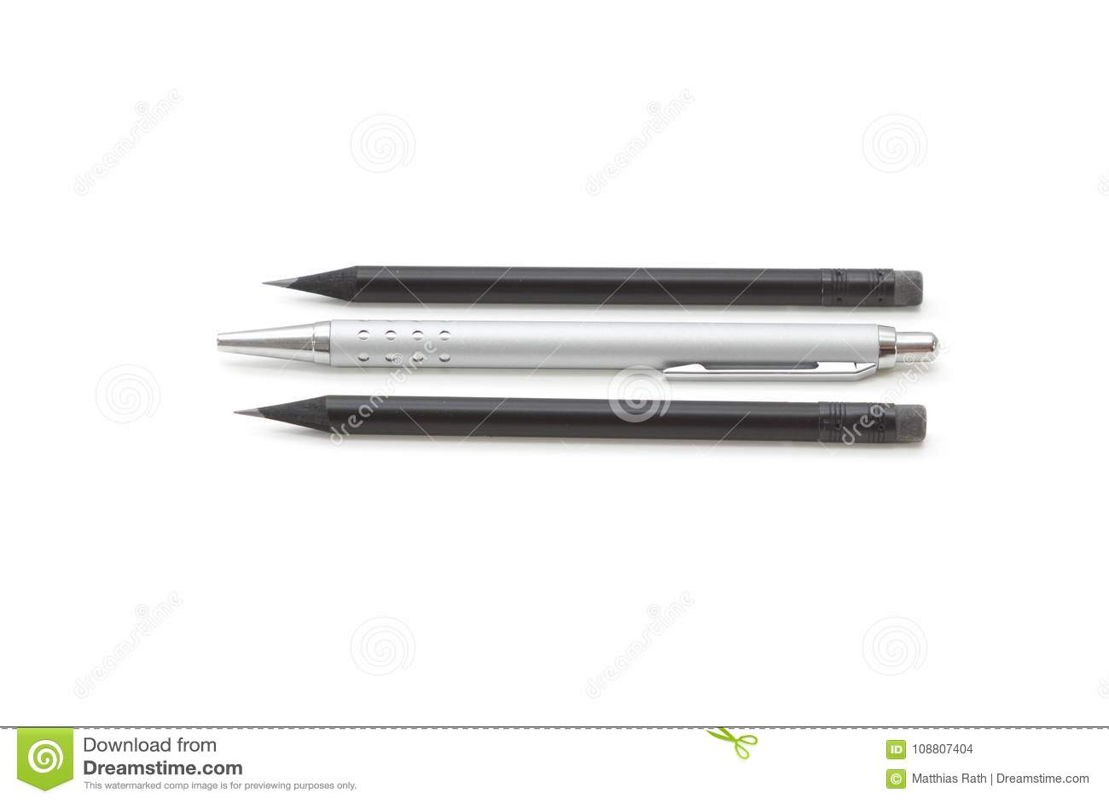 Reeks van twee potloden en een biro agains een witte achtergrond