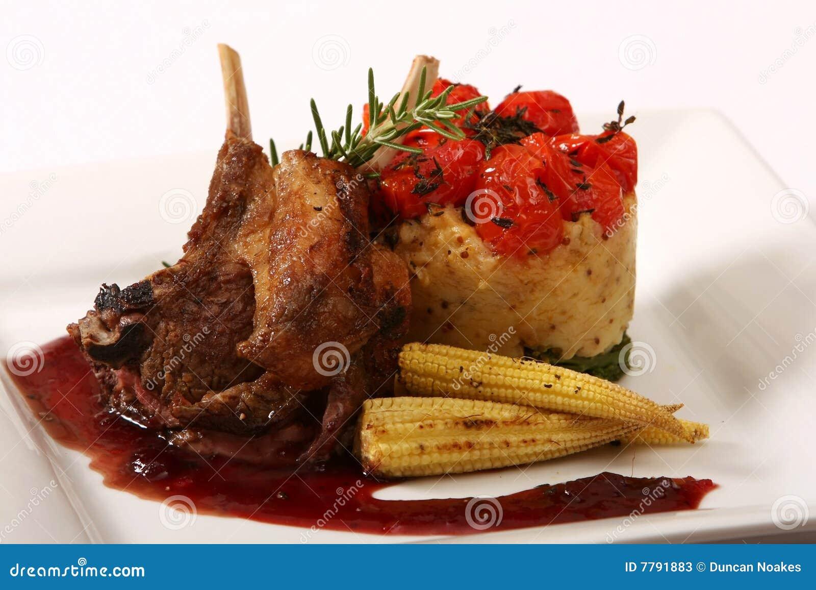 Refeição da costeleta de cordeiro do gourmet