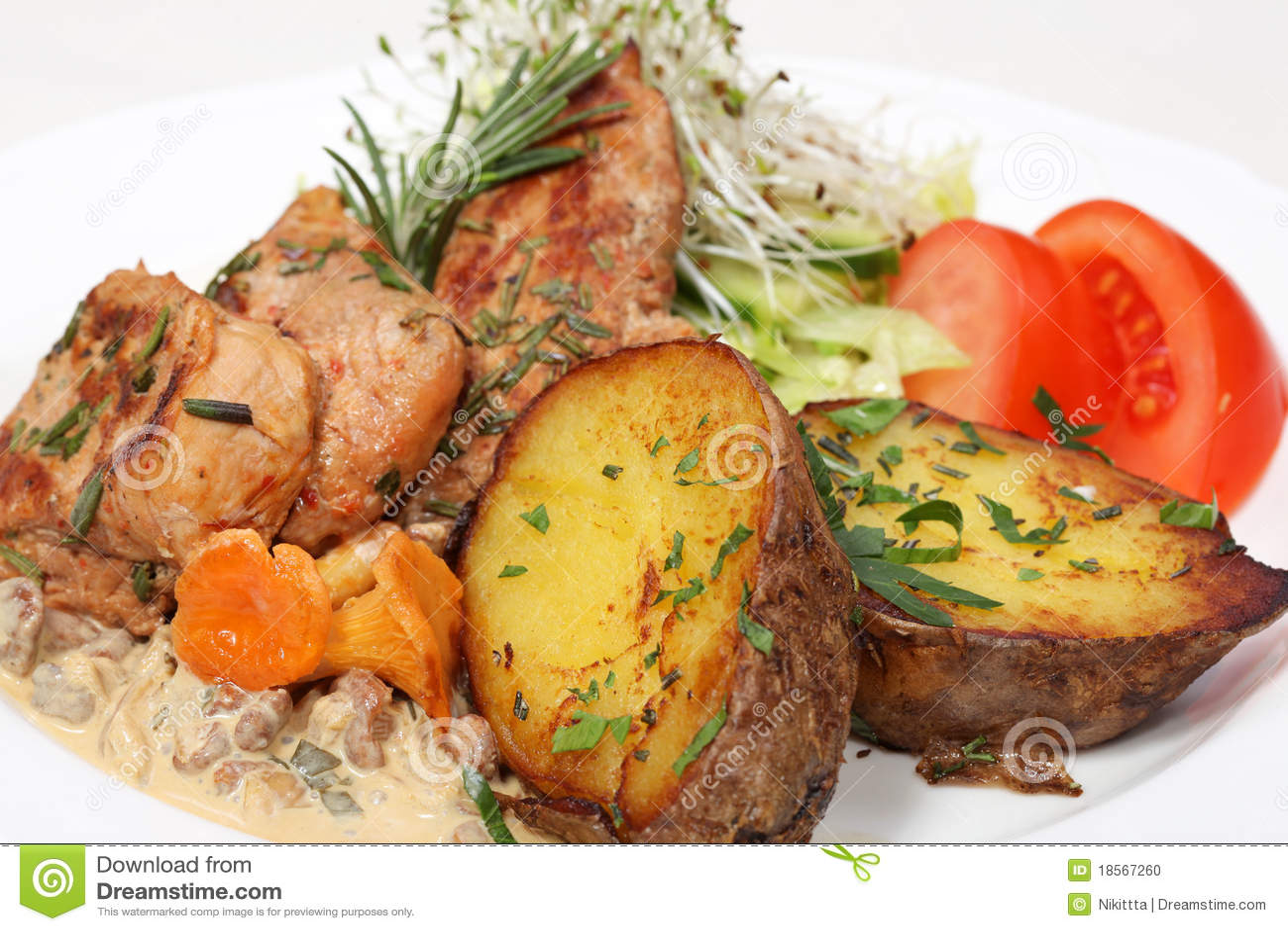 Refeição de jantar fina, galinha e batatas cozidas