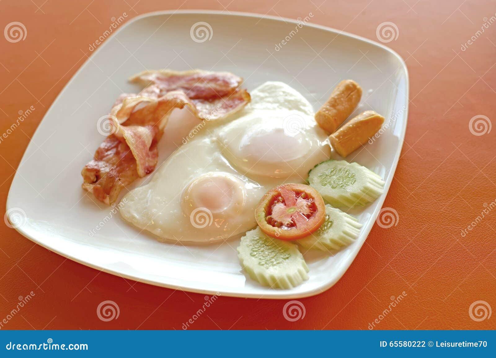 Refeição do café da manhã com o ovo do bacon da salsicha