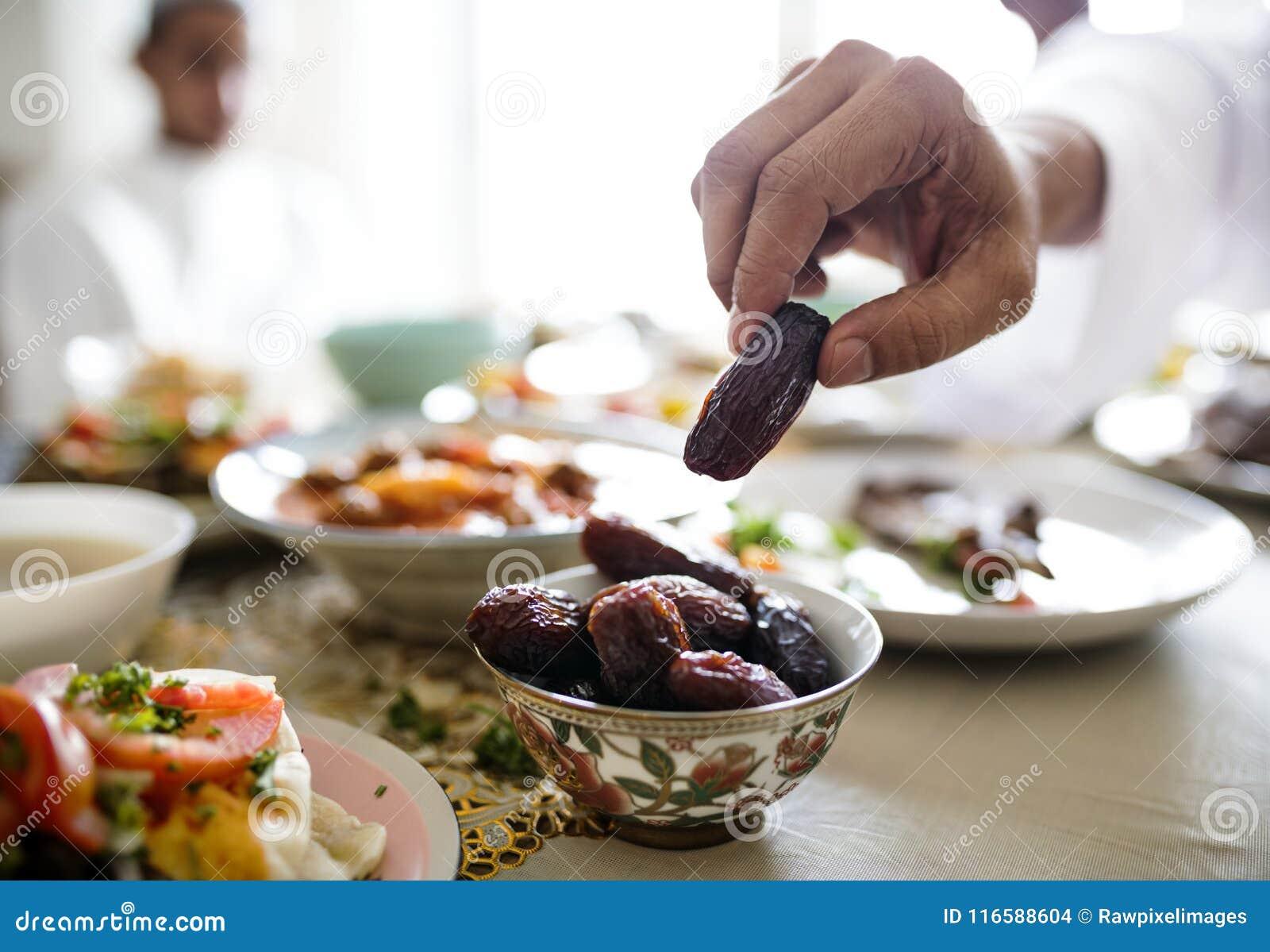 Refeição do Oriente Médio de Suhoor ou de Iftar