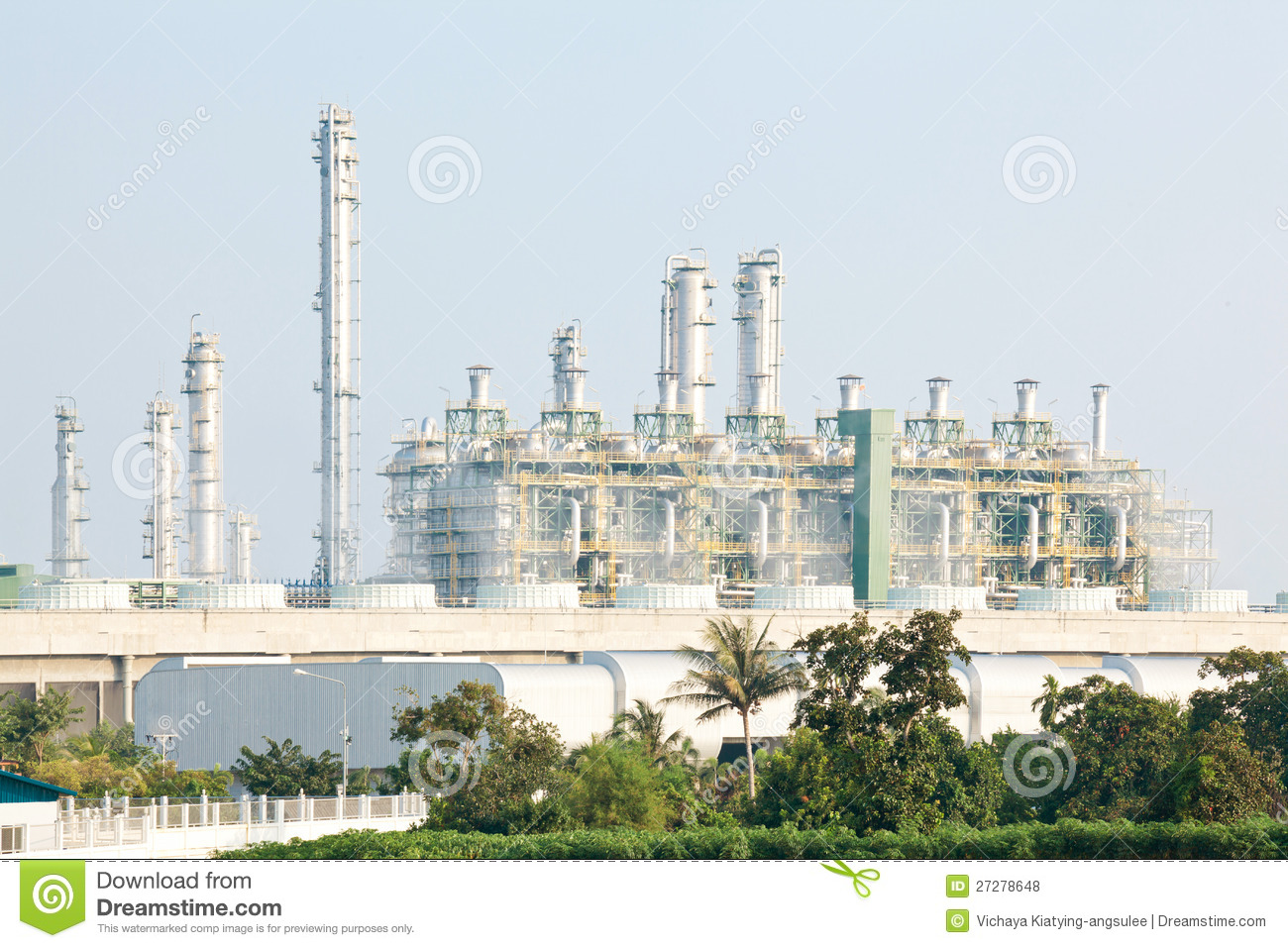 Refinery plant with Power generator