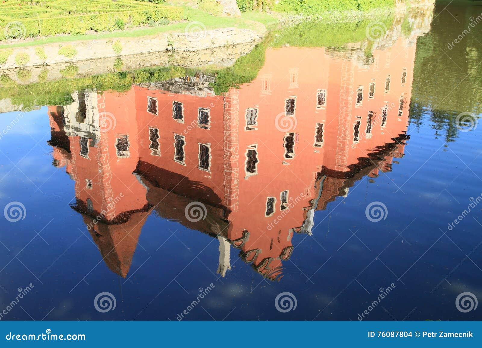Refléter du château Cervena Lhota
