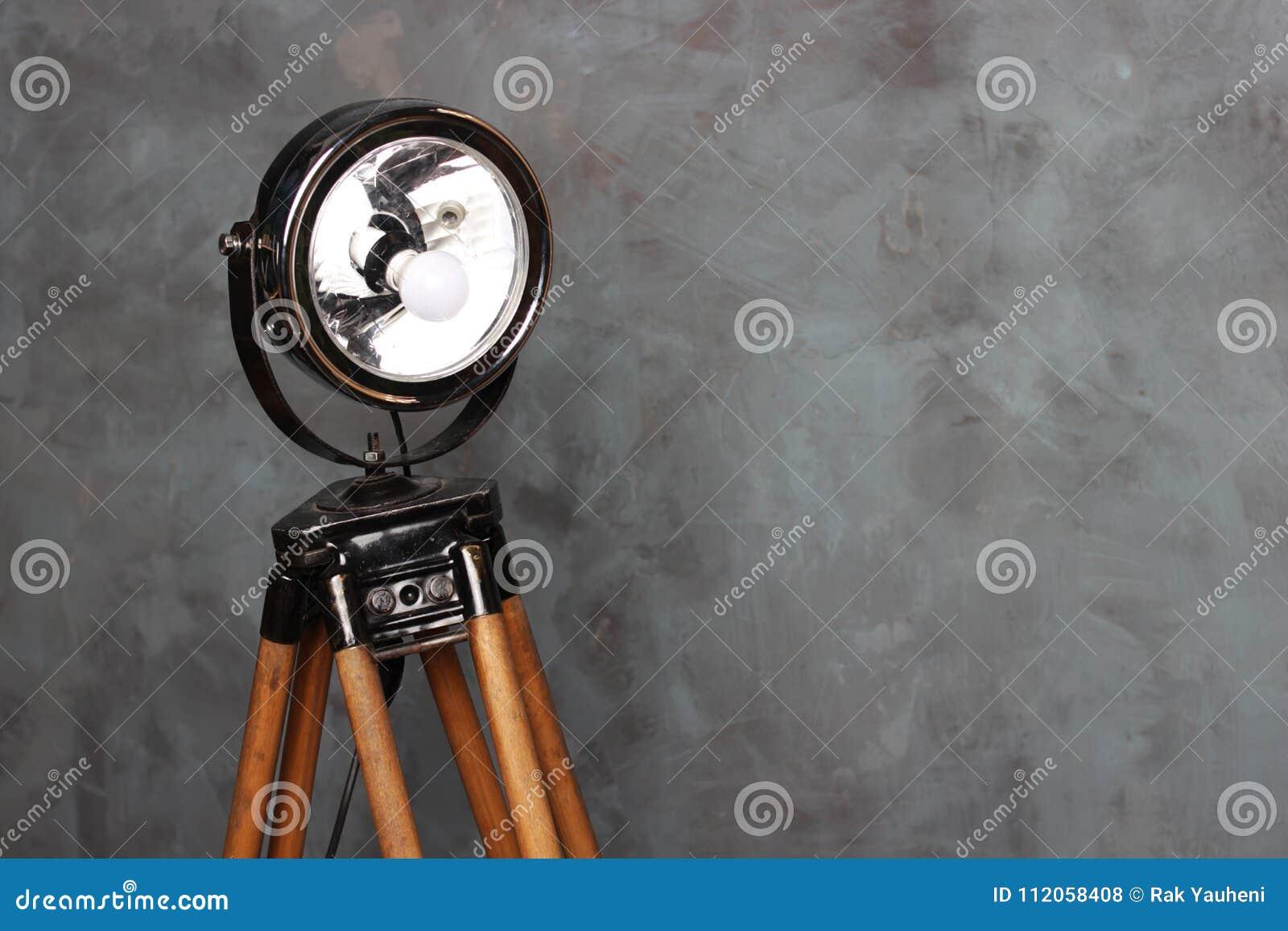 Reflector en las piernas de madera Reflector del vintage Viejo reflector