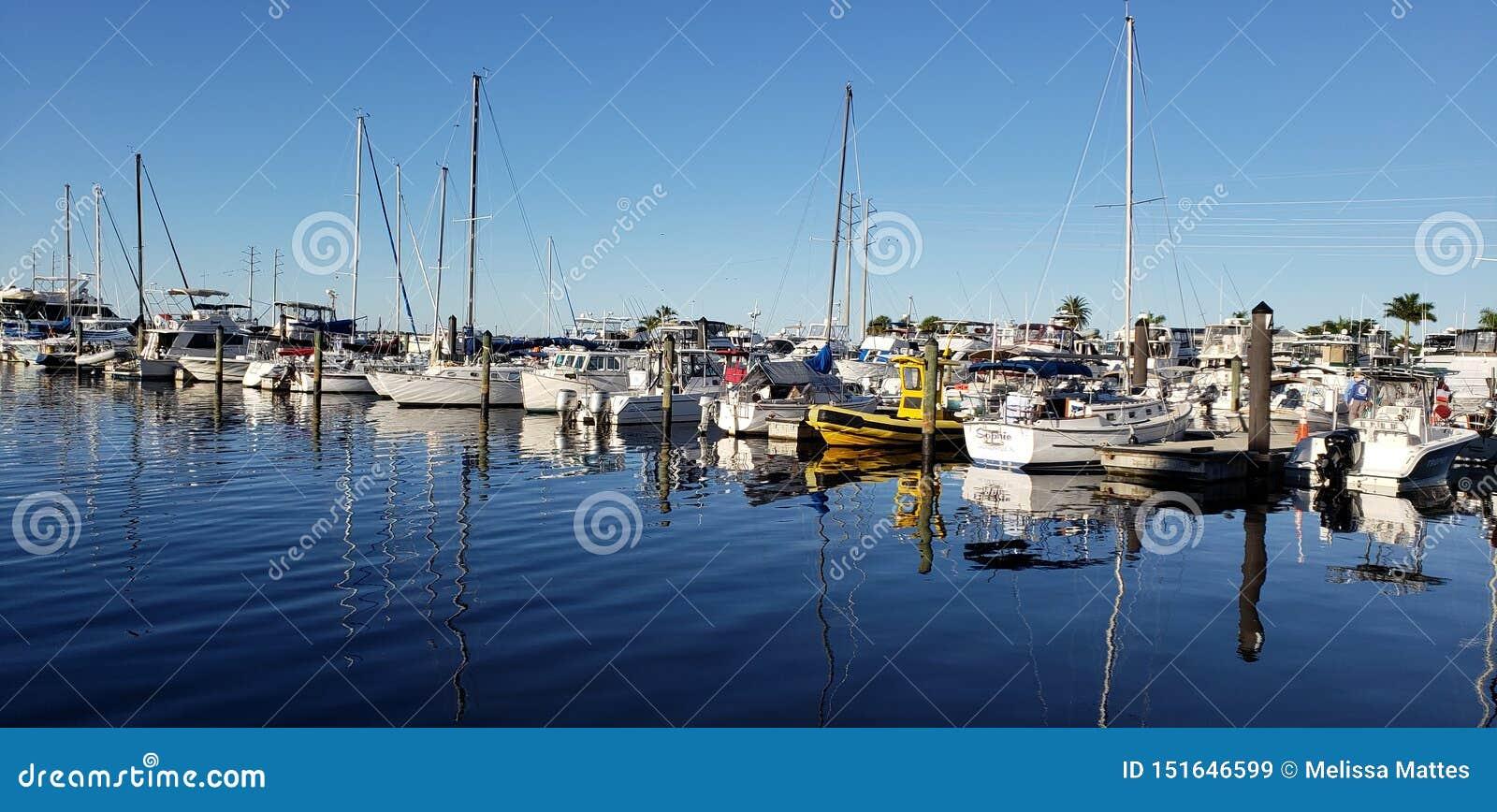 Reflektierende Boote