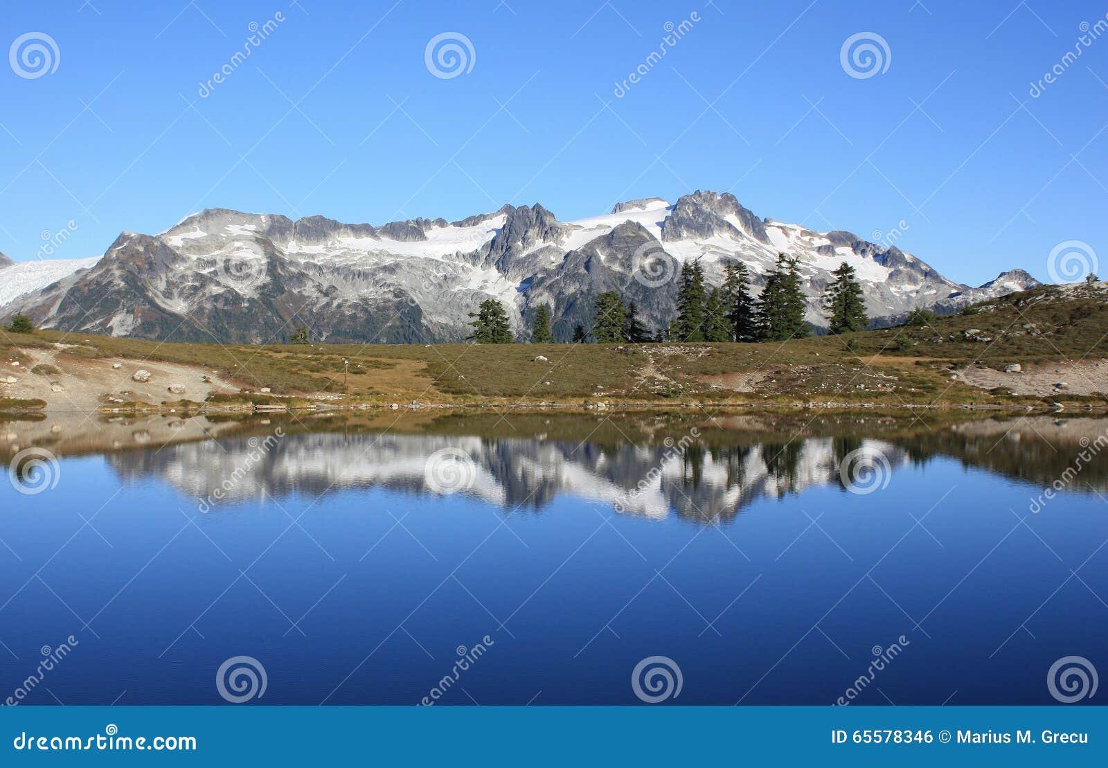 Reflexão da montanha