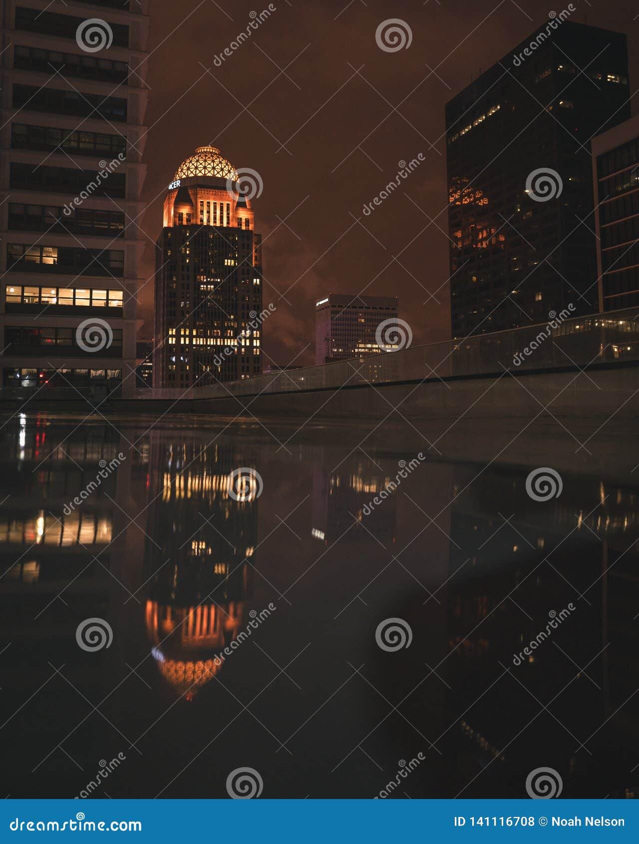 Reflexão da noite da cidade