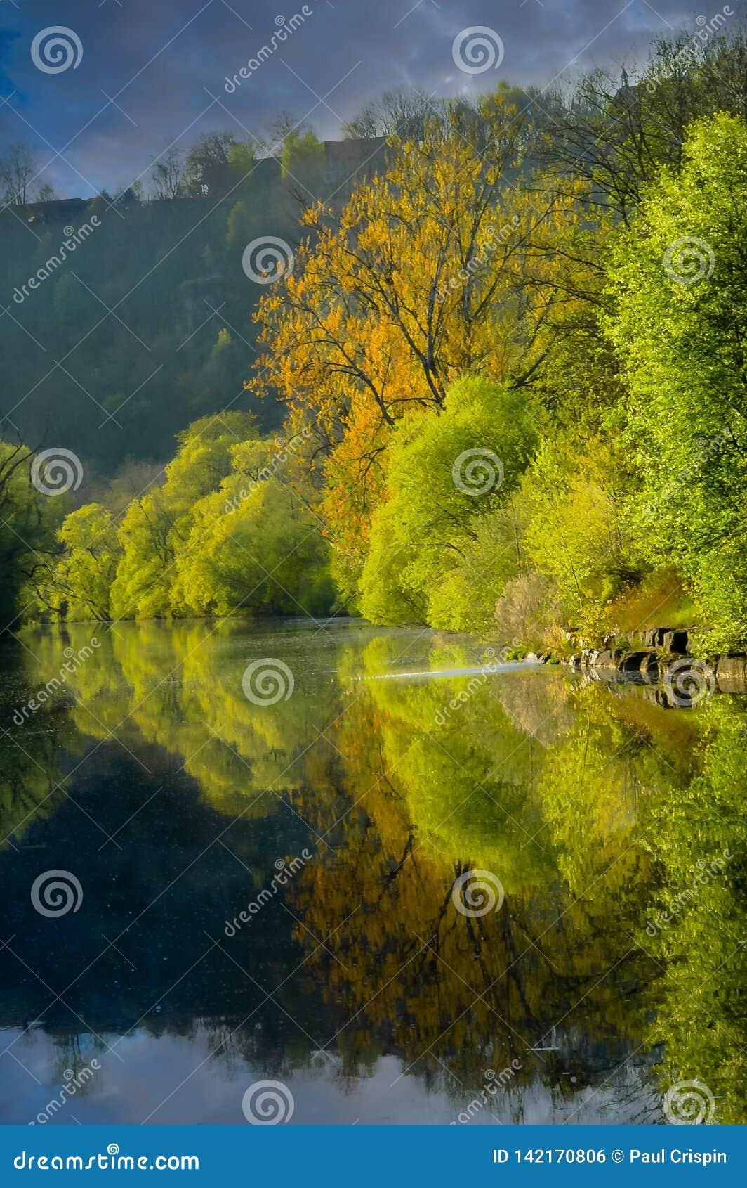 Reflexão no retrato do rio