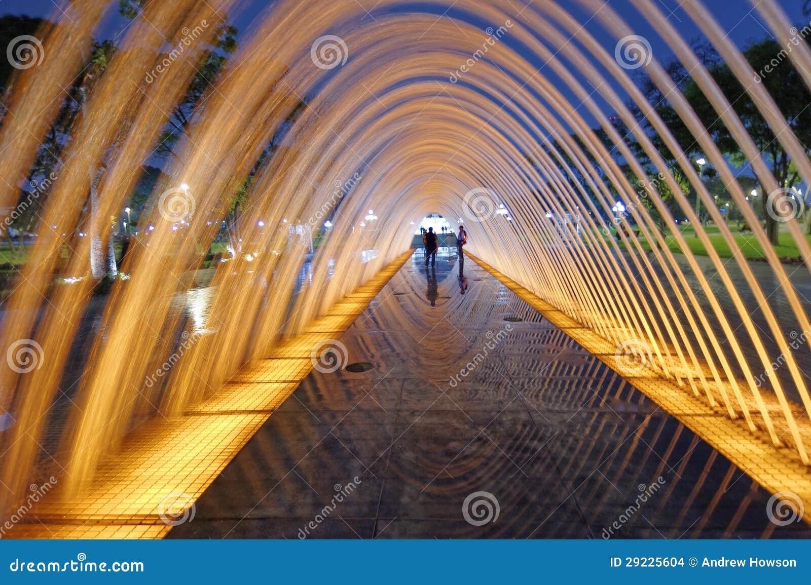 Download Reflexões do túnel de água foto de stock. Imagem de cenas - 29225604
