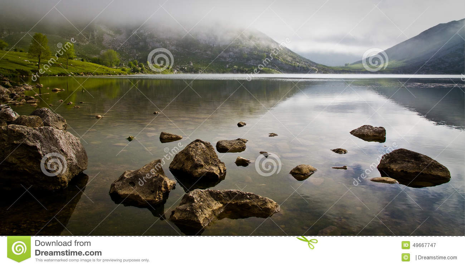 Reflexões no lago Enol