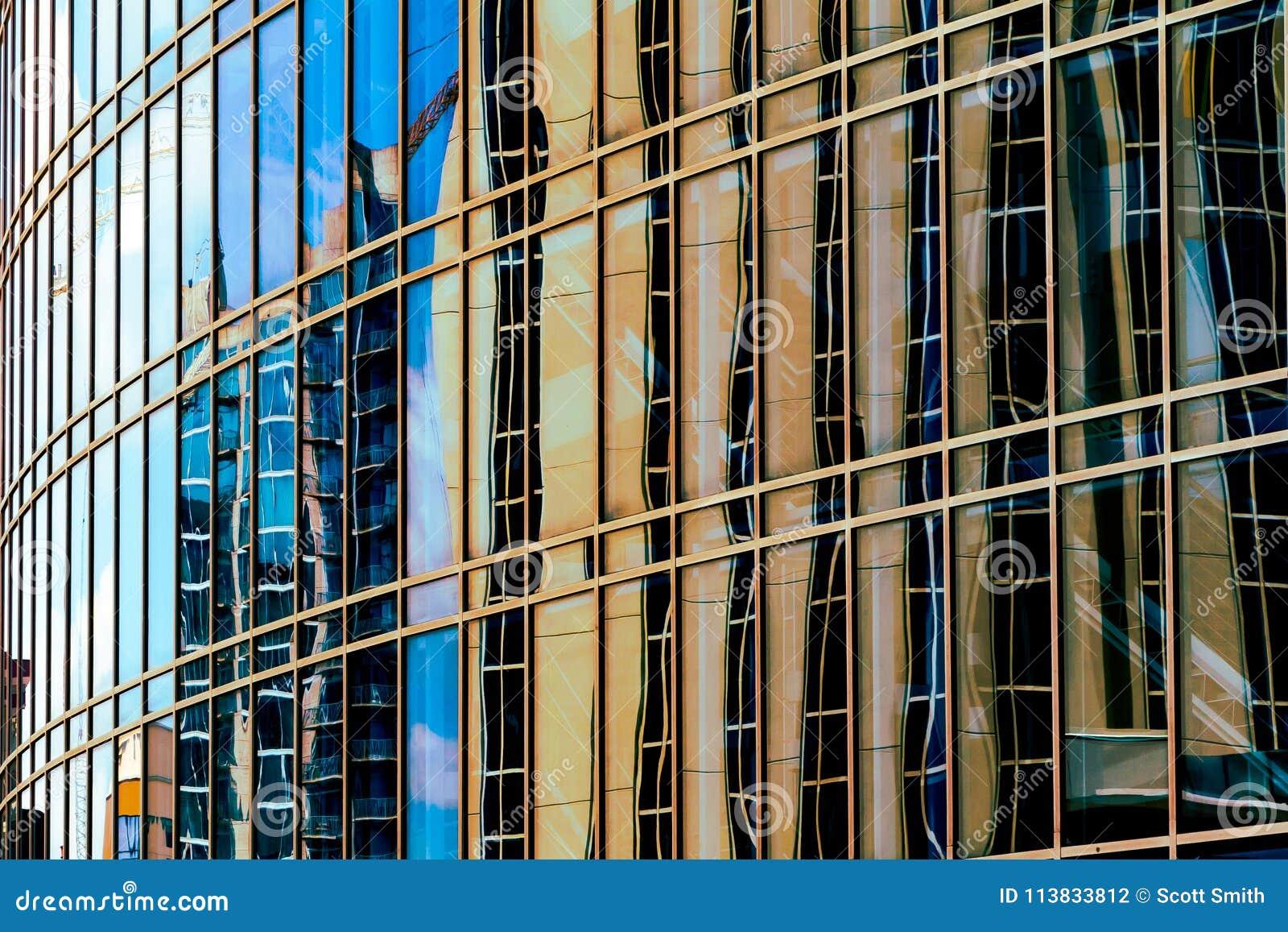Reflexões urbanas abstratas com uma sensação moderna da ficção científica