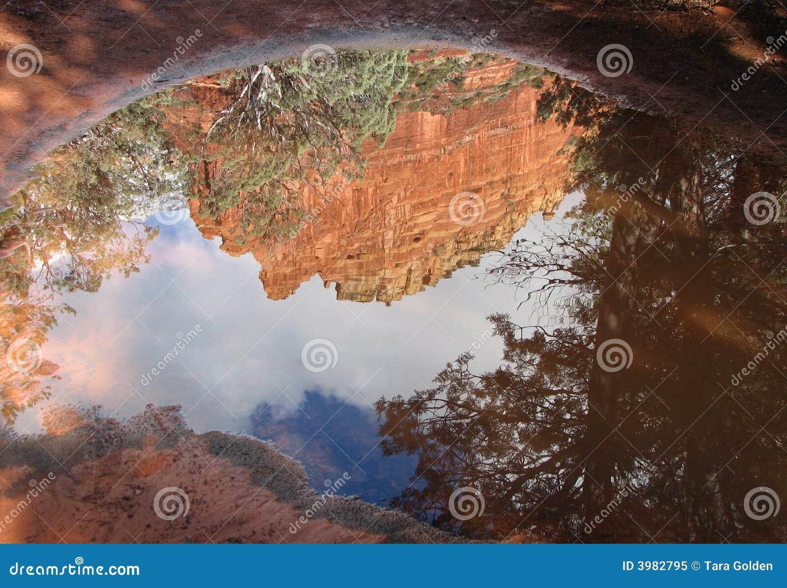 Reflexões vermelhas da rocha