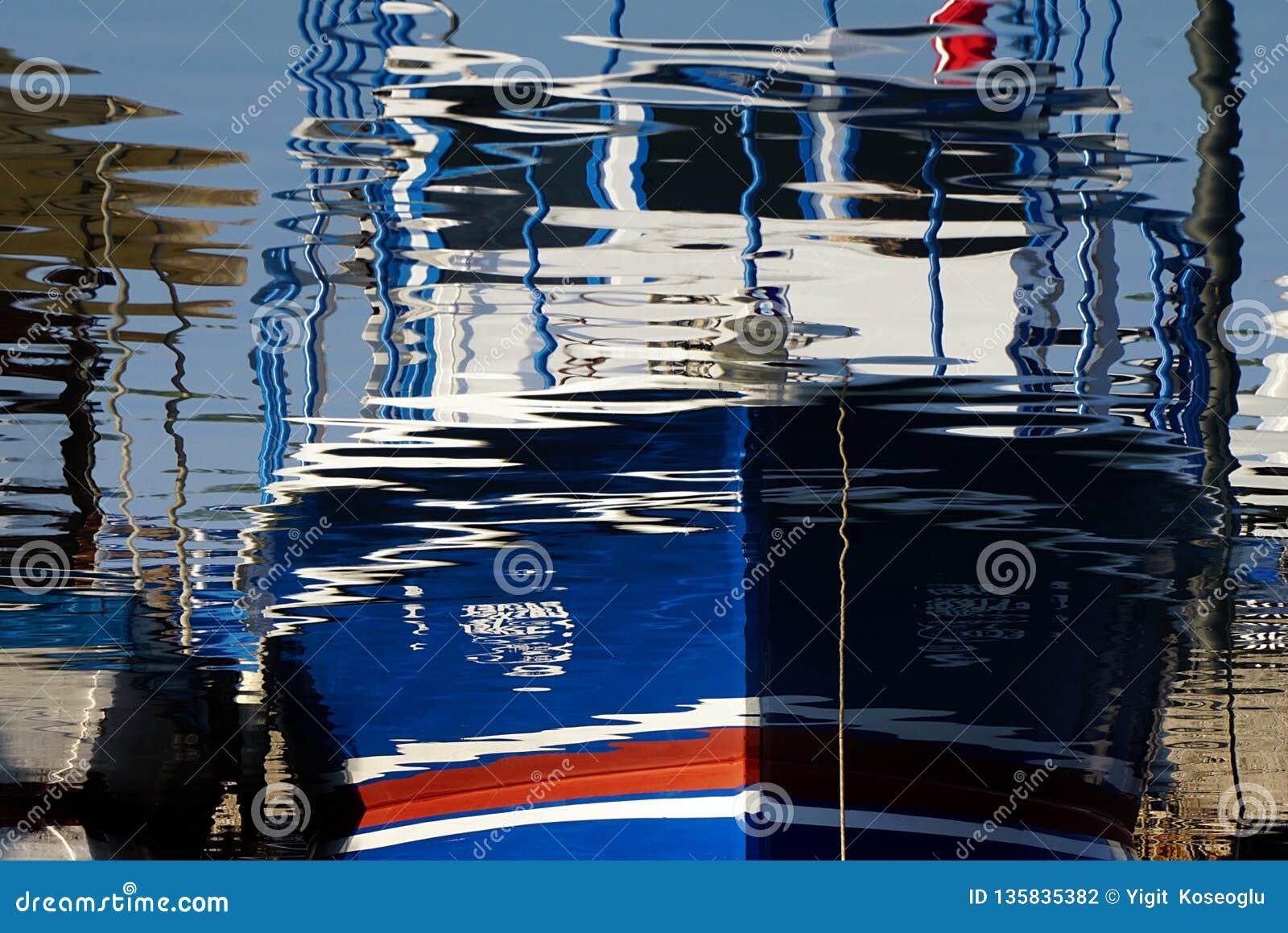 Reflexion av ett fiskfartyg