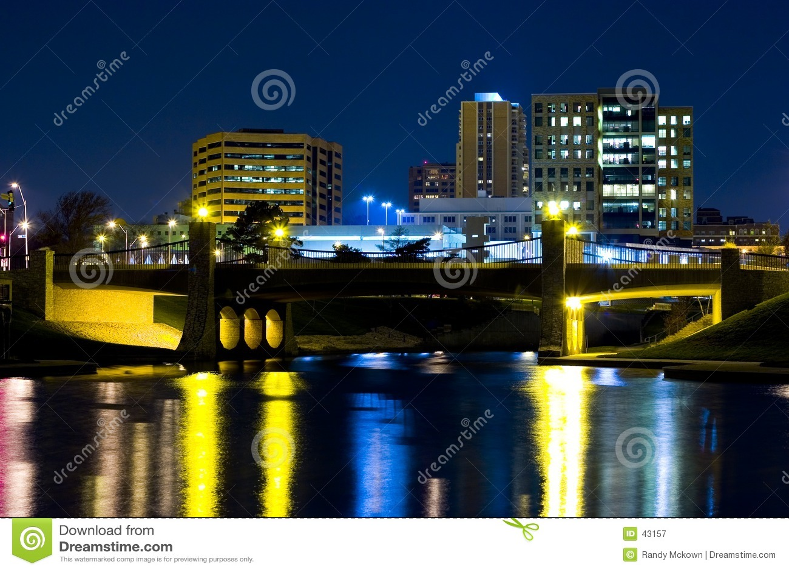 Download Reflexiones urbanas imagen de archivo. Imagen de reflejo - 43157
