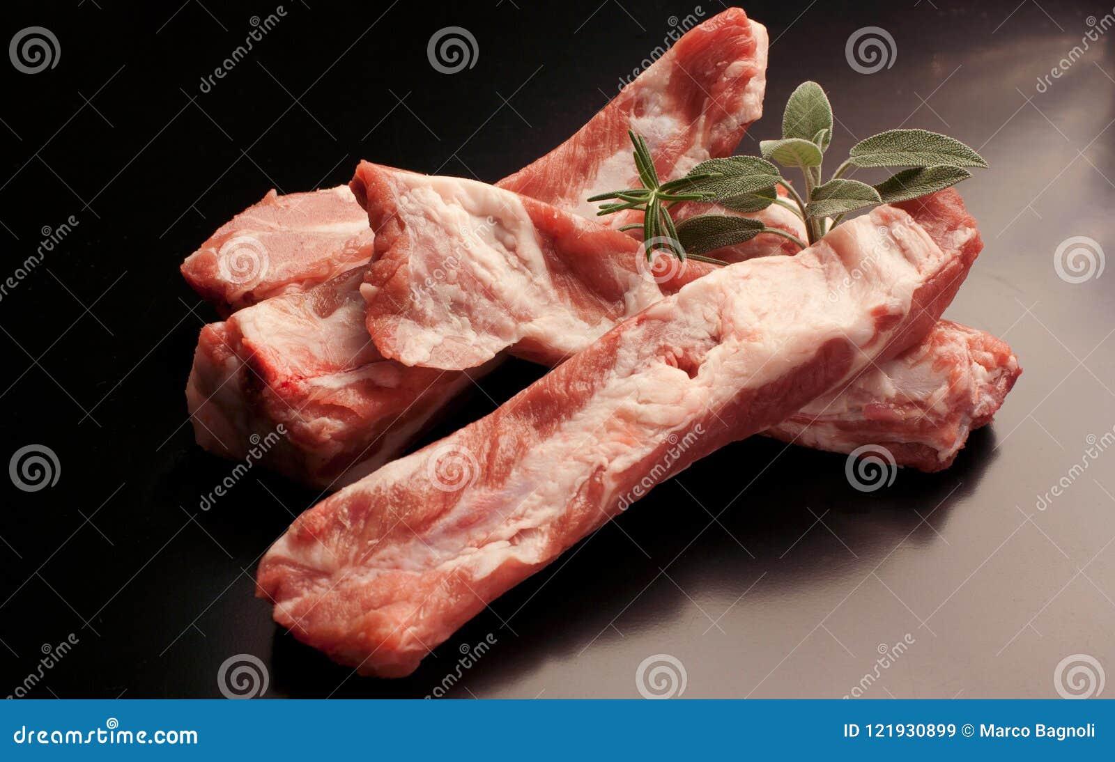 Reforços de carne de porco crus - carne crua