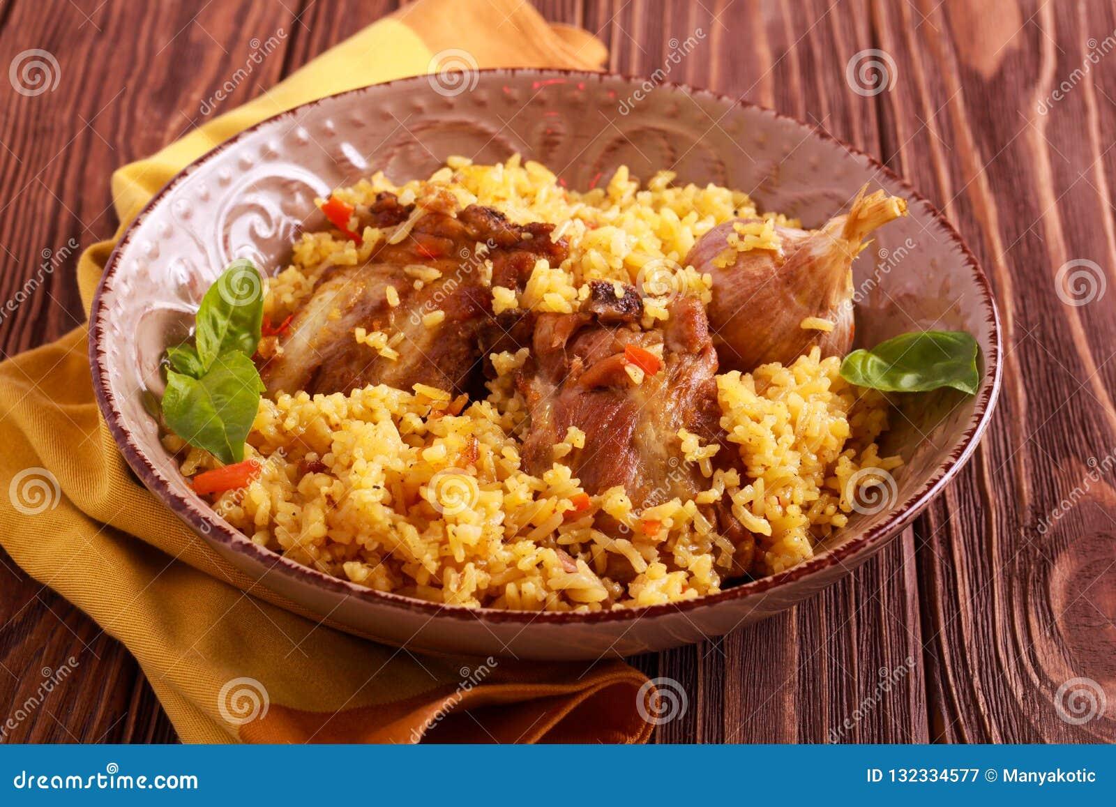 Reforços de carne de porco e prato do arroz