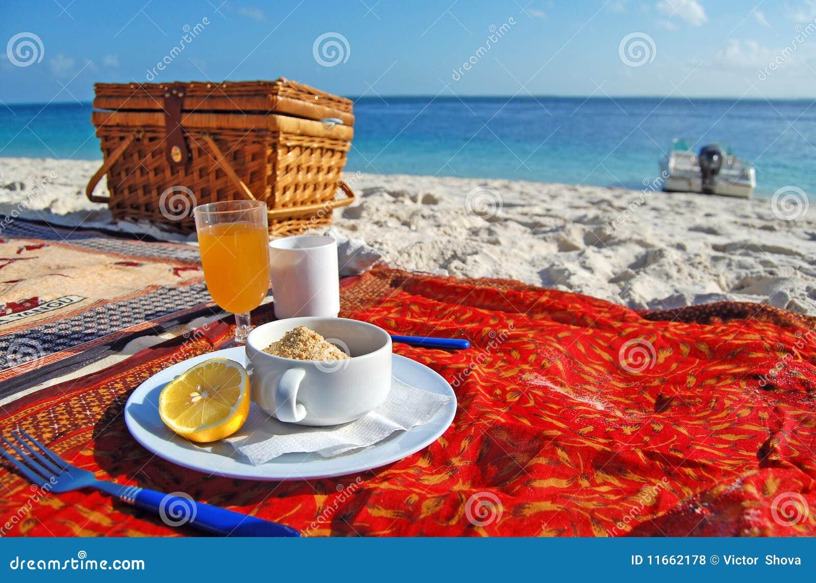 refreshing-breakfast-tropical-beach-1166