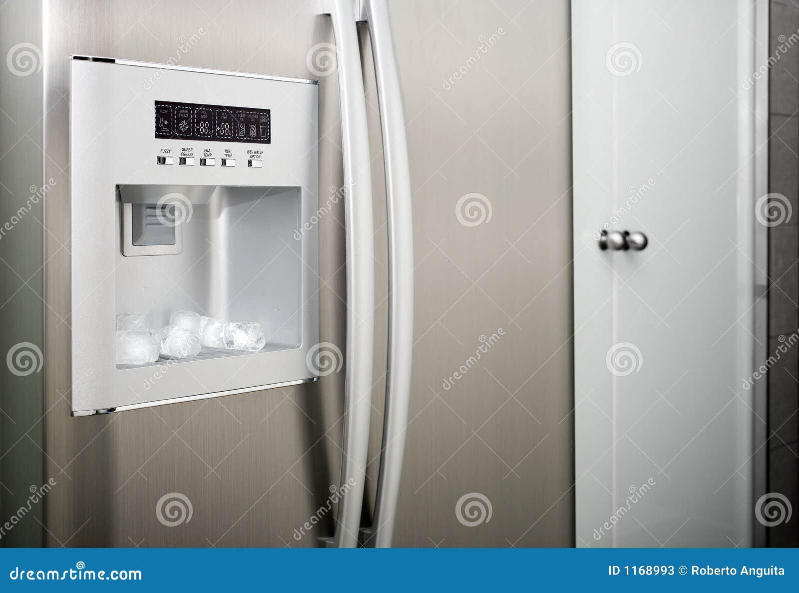 Refrigerador con los cubos de la cuerda de rosca