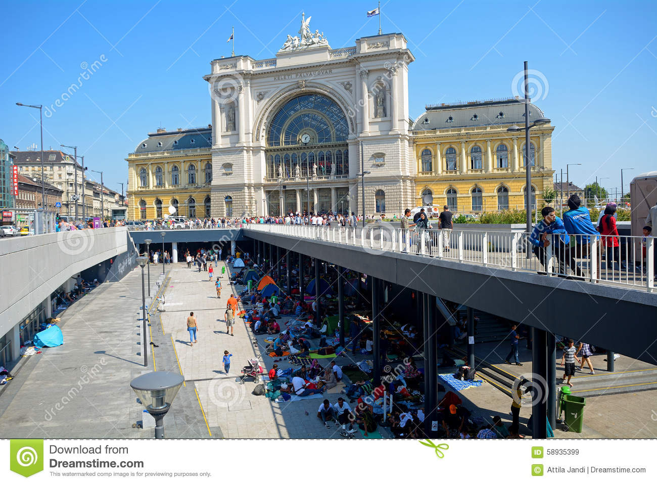 refugees in budapest keleti railway station editorial stock image image 58935399. Black Bedroom Furniture Sets. Home Design Ideas