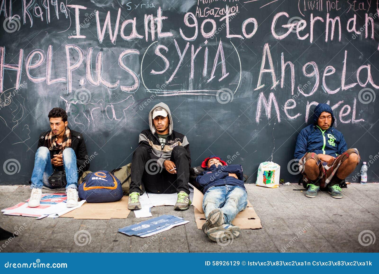 Refugiados da guerra na estação de trem de Keleti
