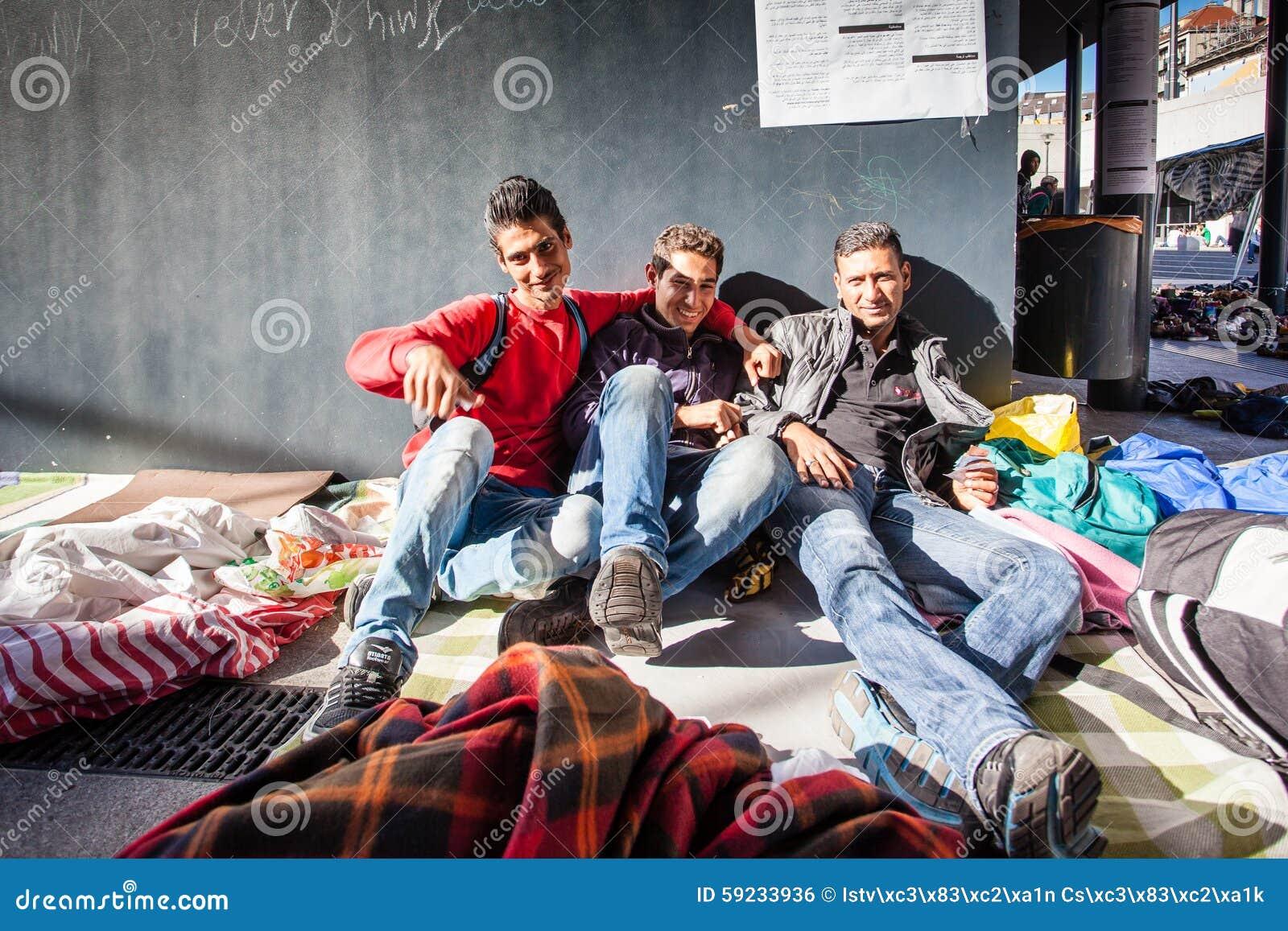 Download Refugiados De La Guerra En El Ferrocarril De Keleti Foto editorial - Imagen de inmigrante, crisis: 59233936