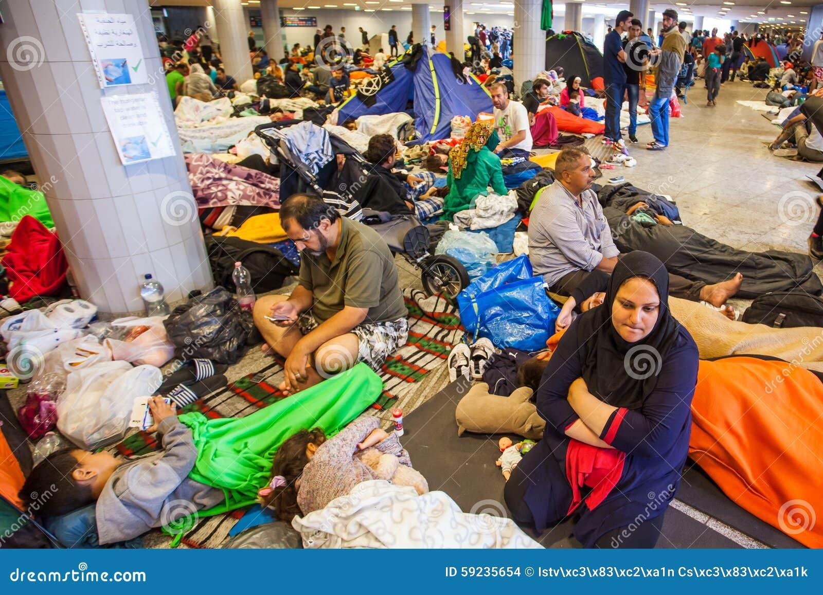Download Refugiados De La Guerra En El Ferrocarril De Keleti Imagen de archivo editorial - Imagen de humano, islámico: 59235654