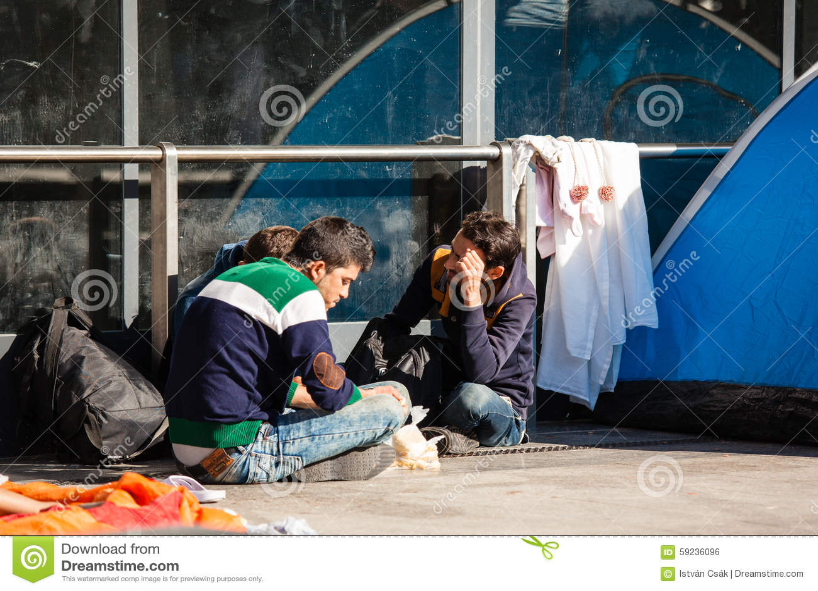 Refugiados de la guerra en el ferrocarril de Keleti