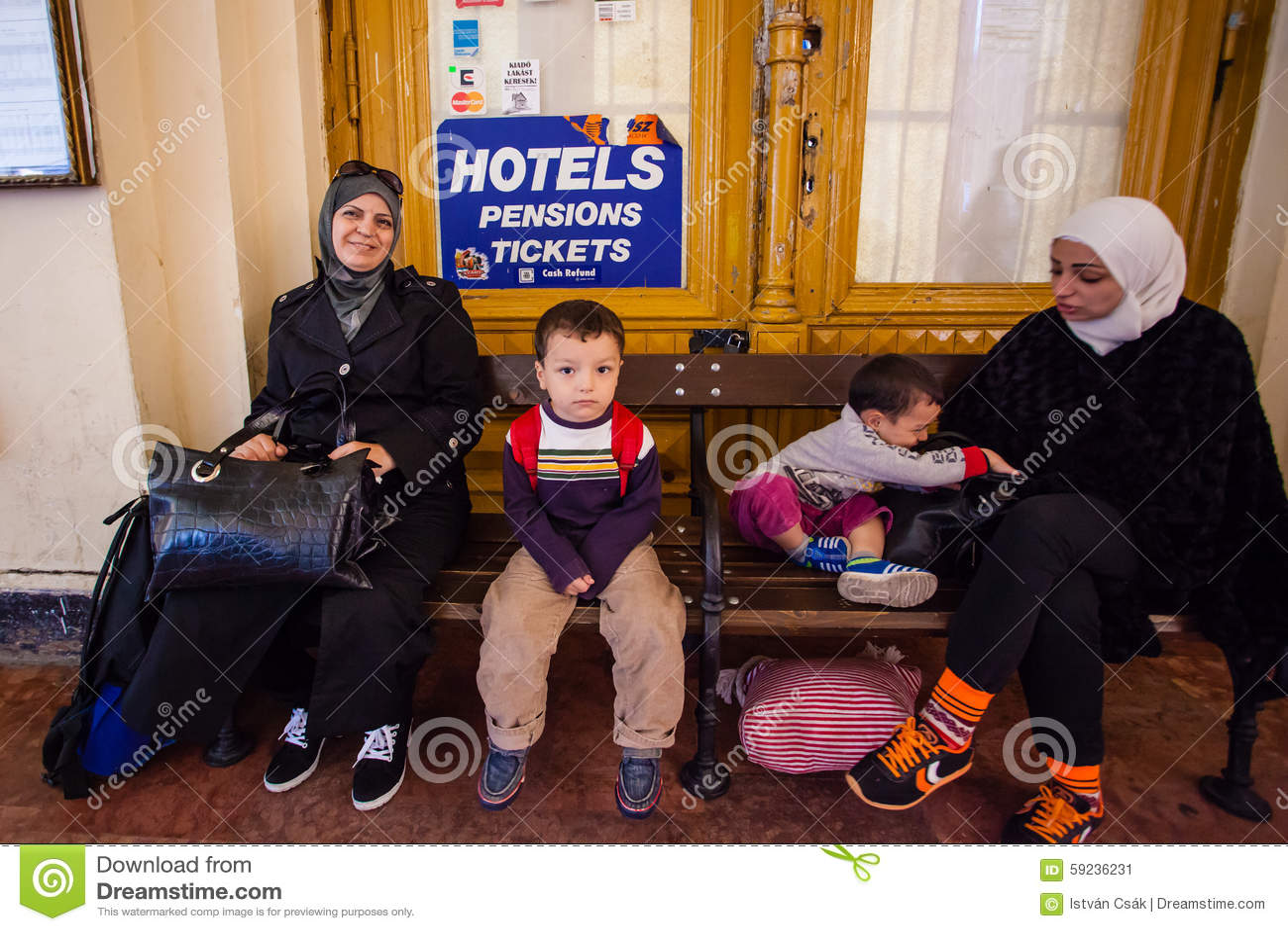 Download Refugiados De La Guerra En El Ferrocarril De Keleti Foto editorial - Imagen de iraq, afganistán: 59236231