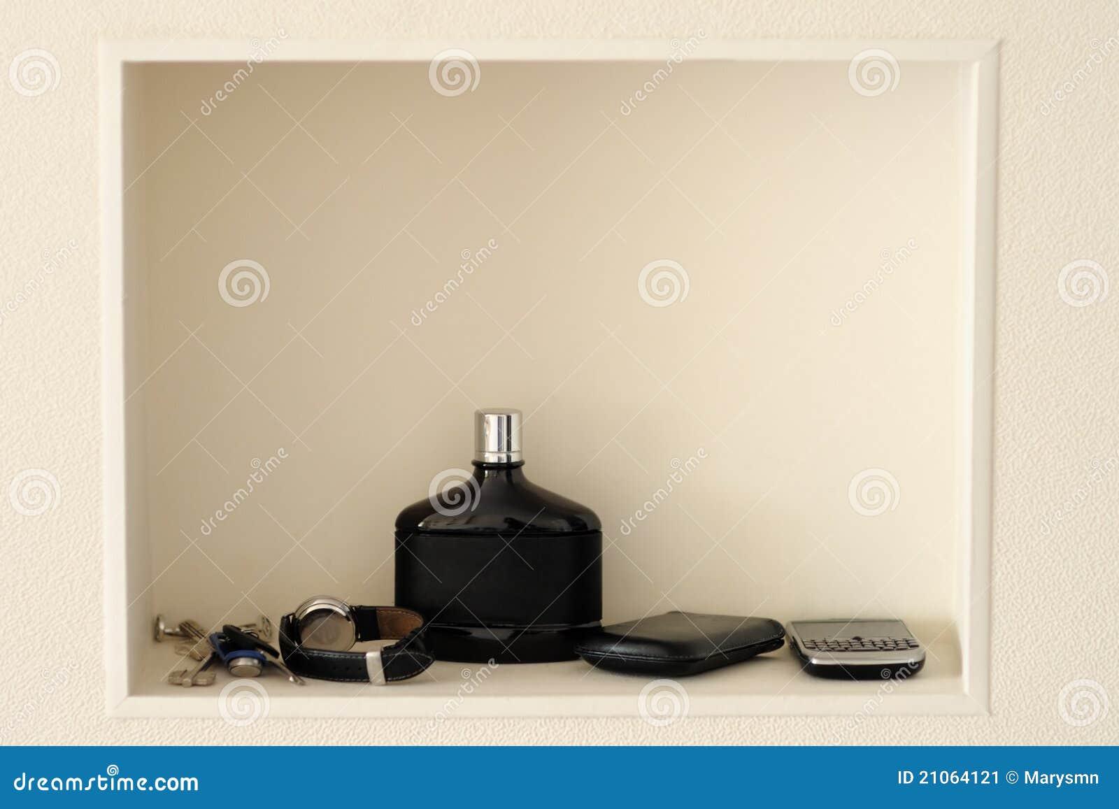 regal in einer beige wand stockbild - bild: 21064121 - Beige Wand