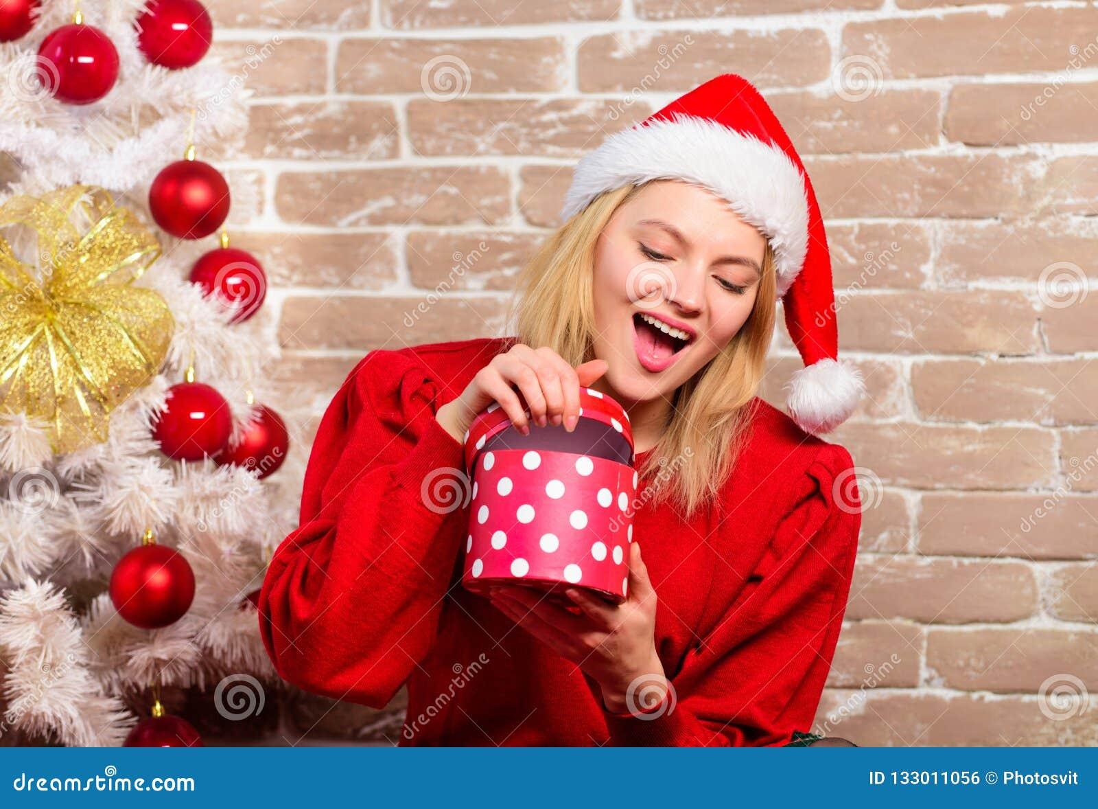 Regali Di Natale Ragazza.Regali Di Natale Di Consegna Ragazza Felice In Cappello Del Babbo
