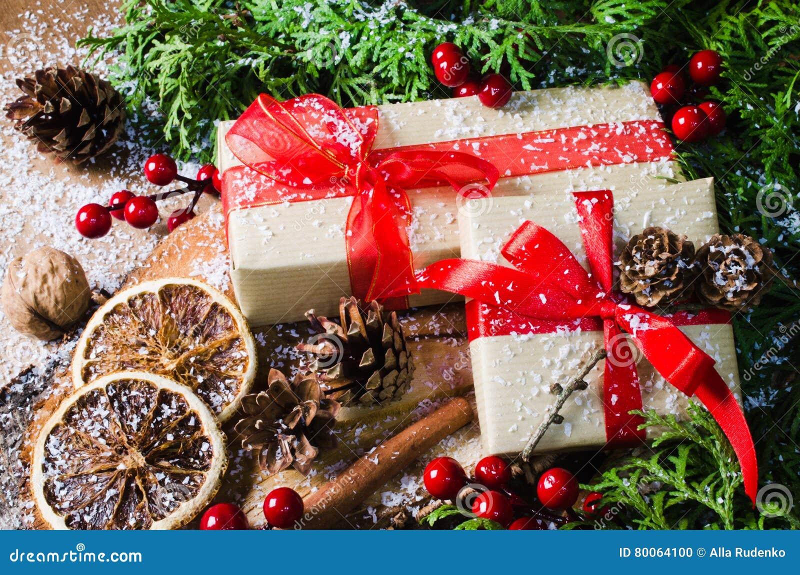 Regali Di Natale In Legno.Regali Di Natale Nello Stile Rustico Con Le Decorazioni Di Festa