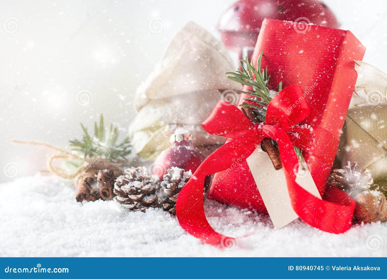 Regali Di Natale Eleganti.Regali Di Natale O Regali Con La Decorazione Elegante Di Natale E Dell Arco Immagine Stock Immagine Di Candela Disegno 80940745