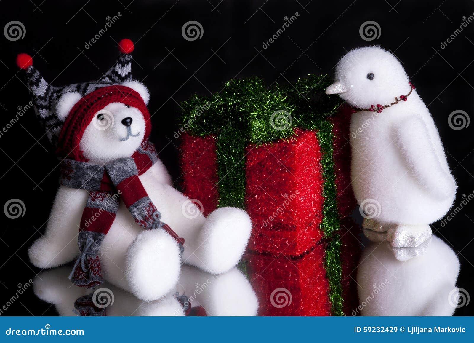 Download Regalo De Navidad Con Un Oso Polar Y Un Pingüino Imagen de archivo - Imagen de santa, regalos: 59232429