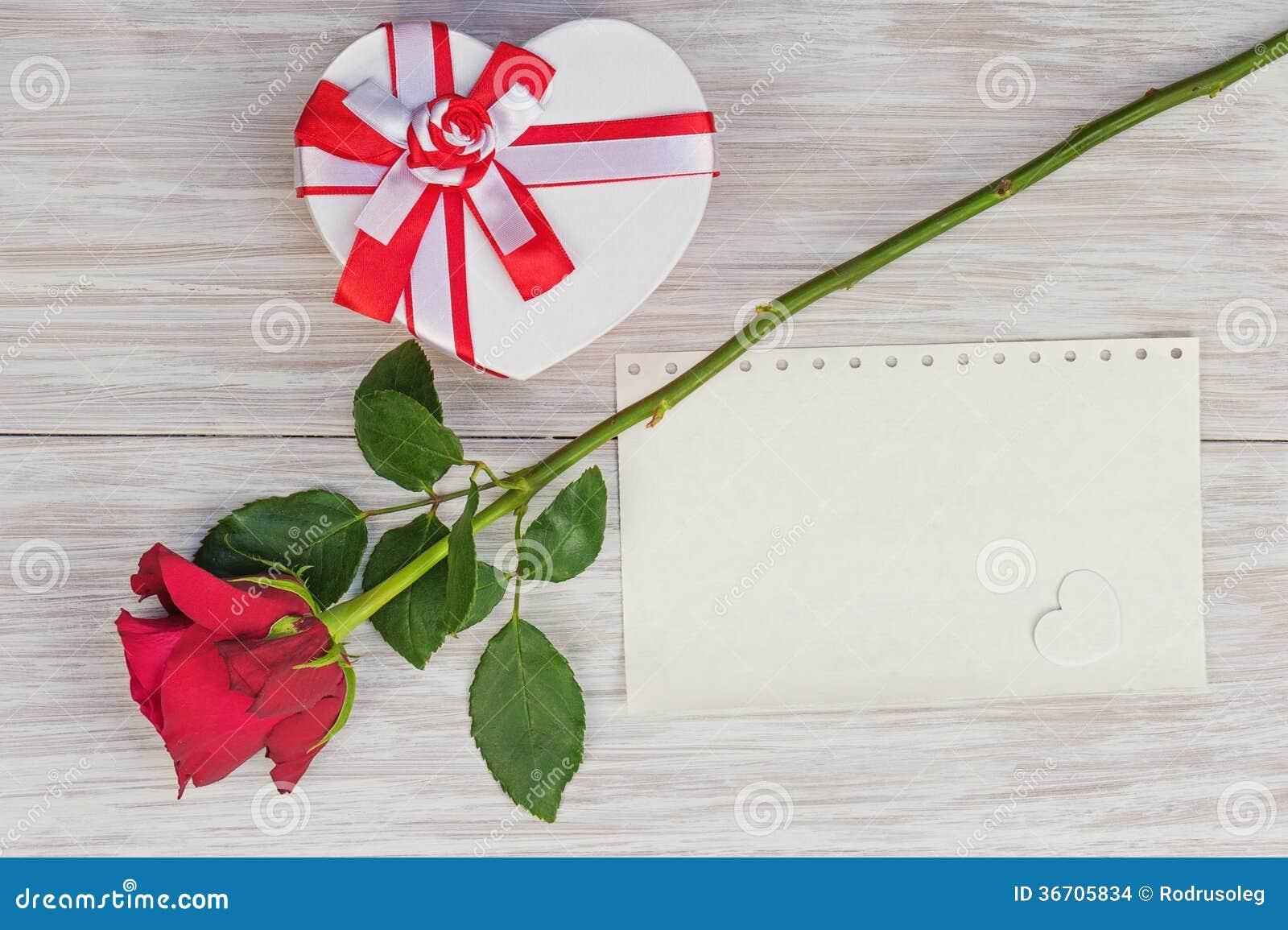 Fondo De Pantalla Dia De San Valentin Regalo Con Rosa: Regalo Del Día Del ` S De La Tarjeta Del Día De San