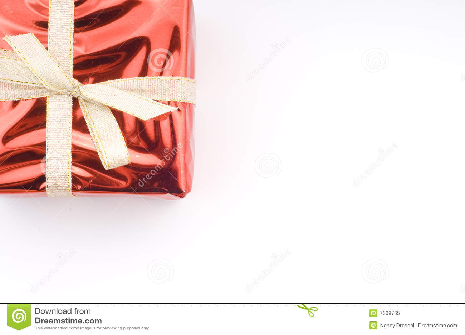 Regalo di Natale rosso sopra bianco
