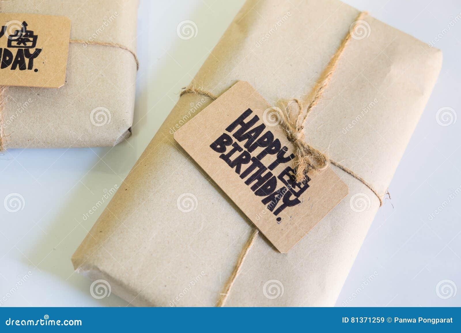regalo hecho a mano con la tarjeta del feliz cumpleaos de la celebracin with regalos hechos a mano