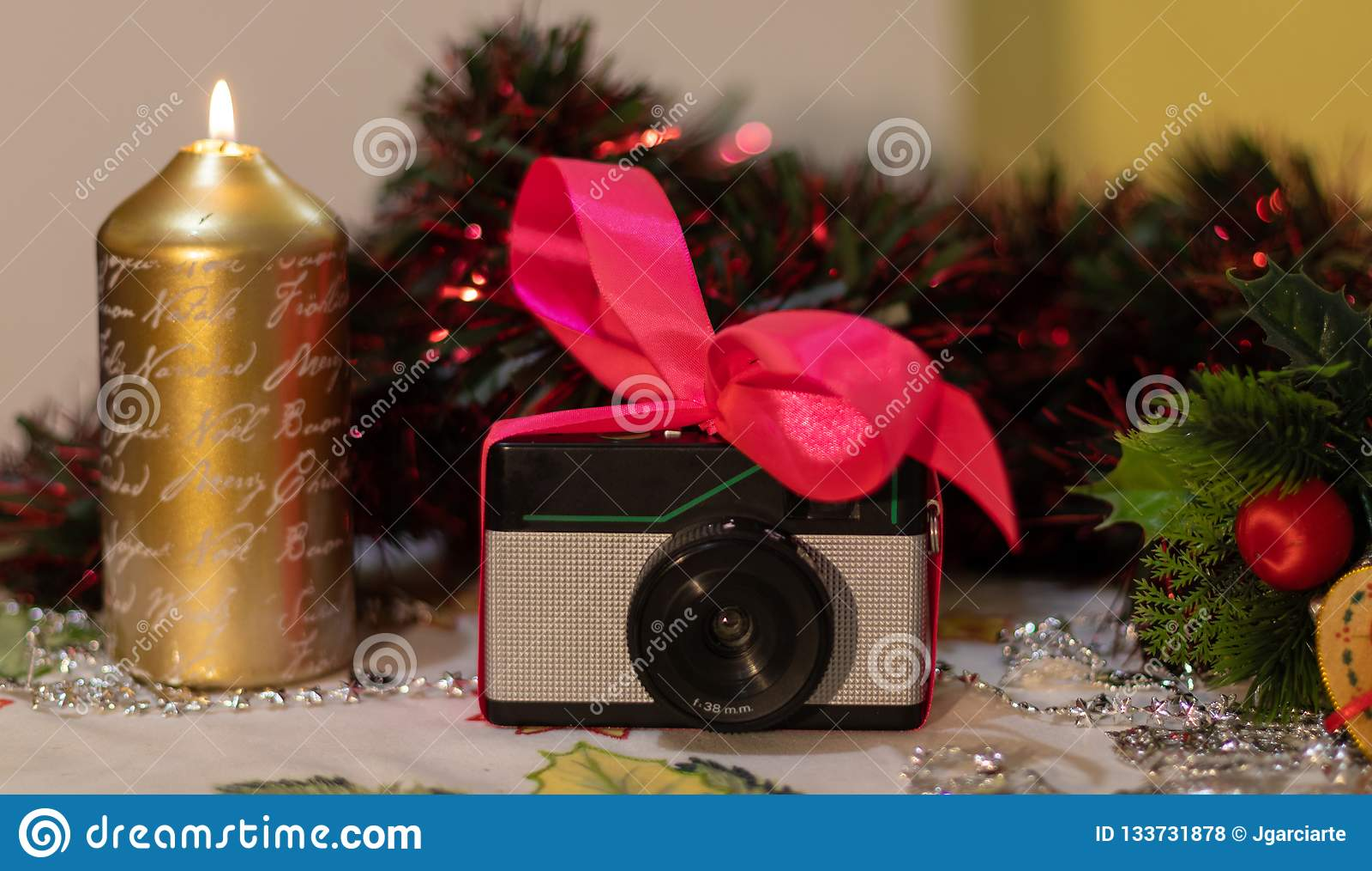Regalo retro de la Navidad de la cámara de la foto