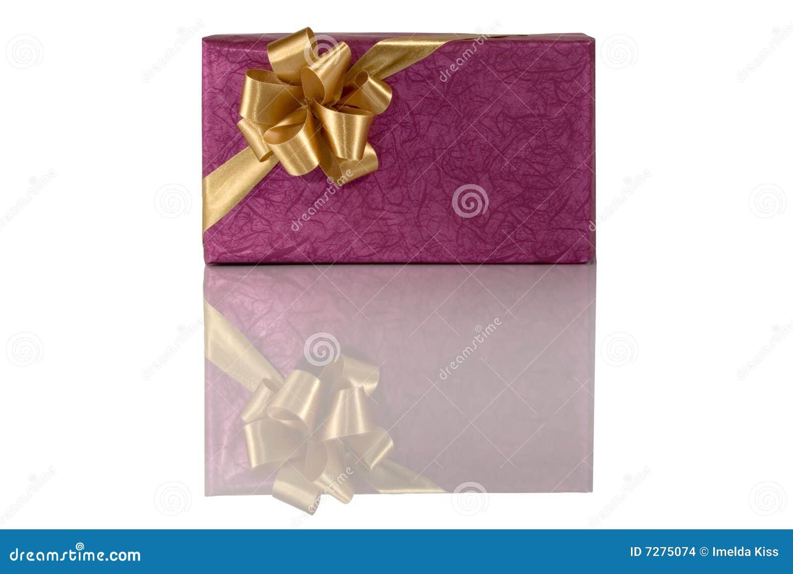 Regalo violeta con el arqueamiento del oro