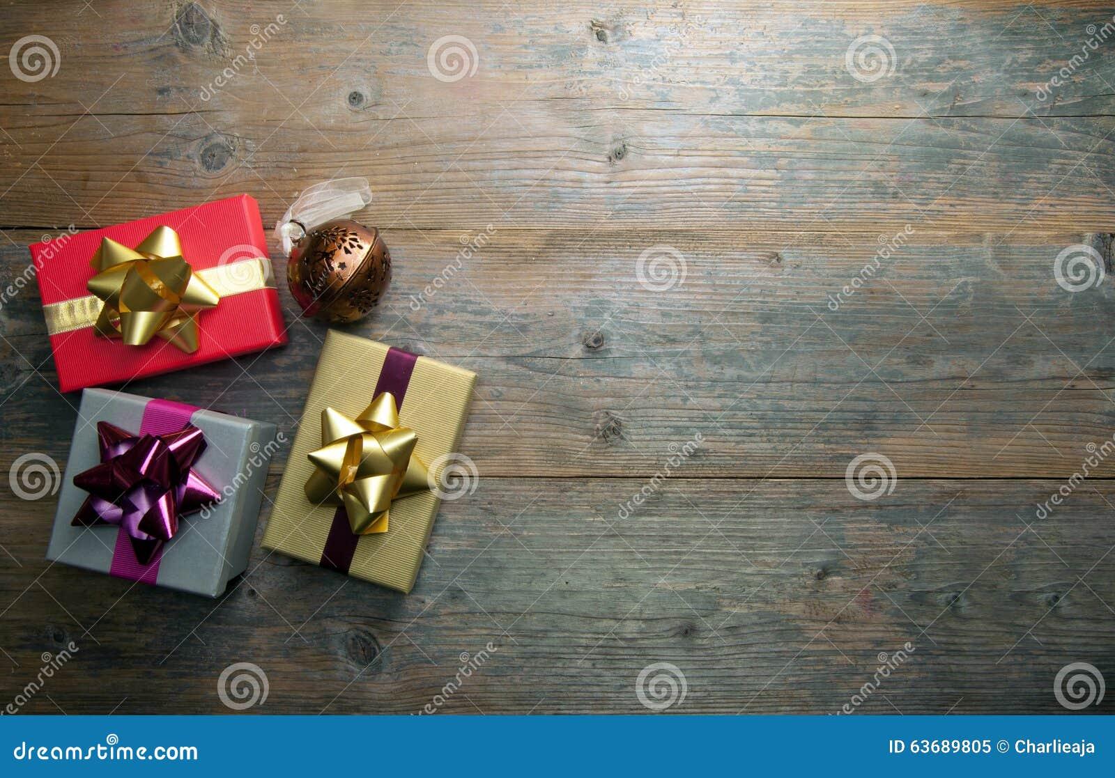 Regalos de la Navidad con el espacio de la copia