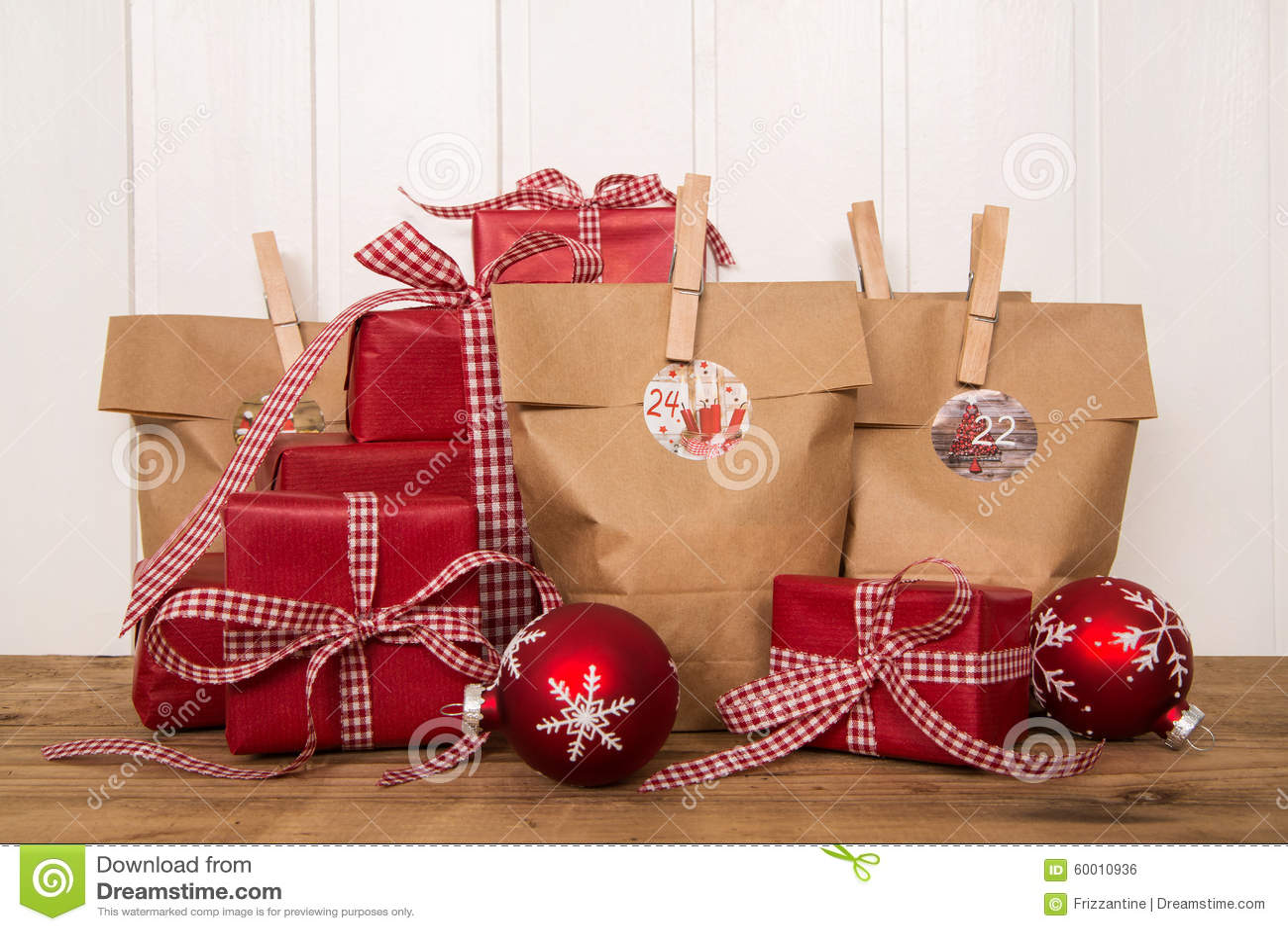 Regalos de navidad y bolsos rojos hechos a mano foto de - Regalos a mano ...
