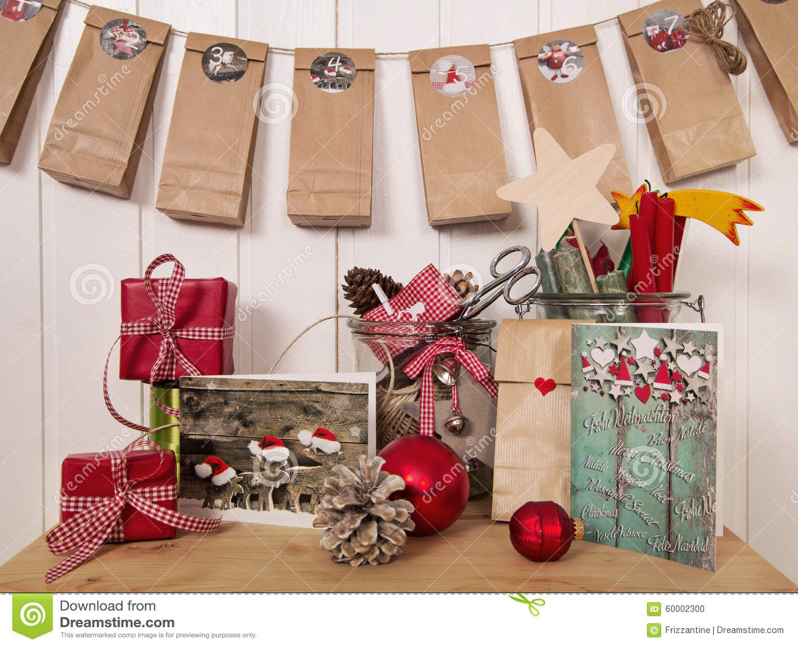 regalos de navidad y calendario hechos a mano del en el rojo blanco foto