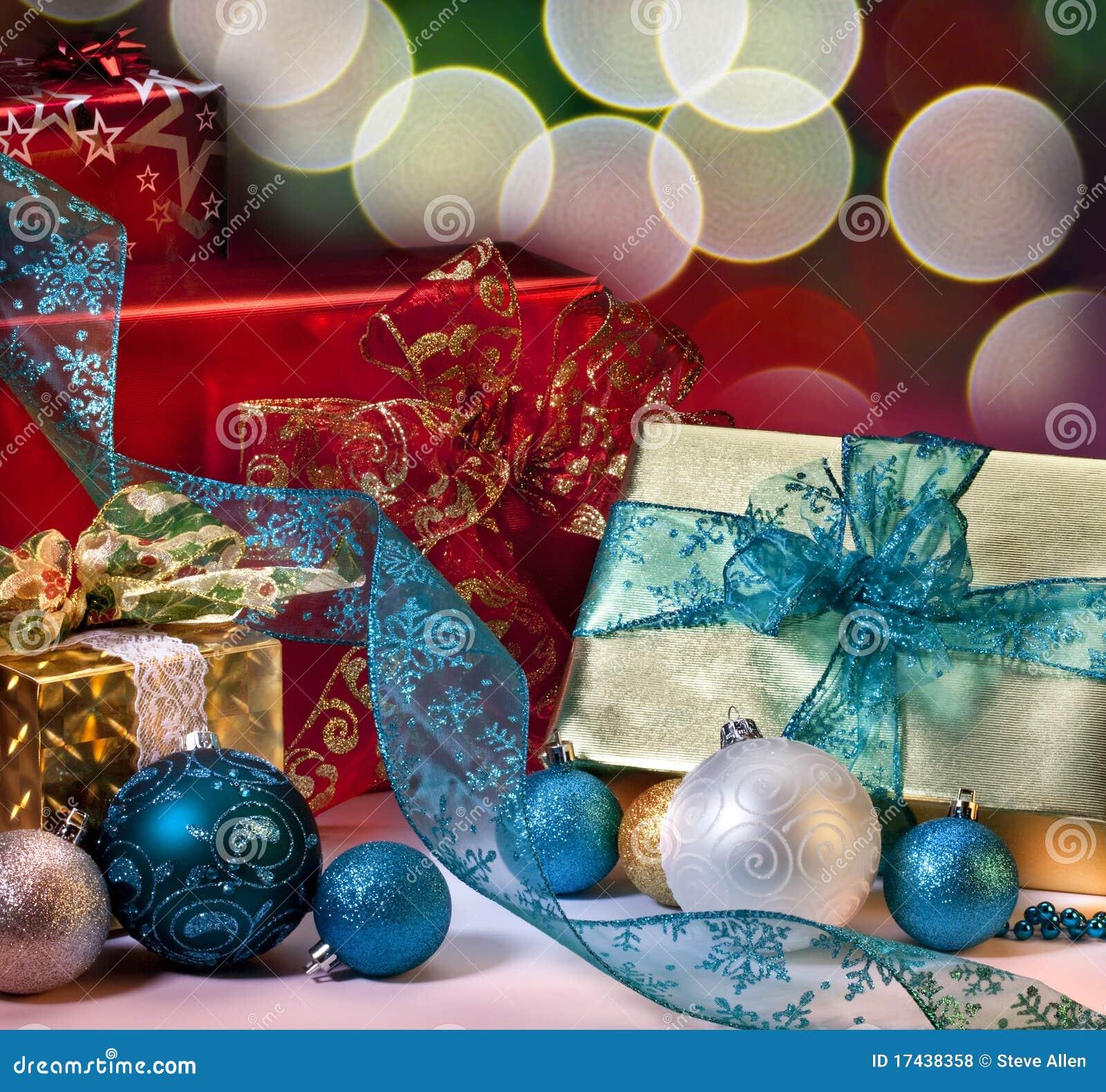 Regalos y decoraciones de la navidad foto de archivo imagen de decoraciones holiday 17438358 - Decoraciones para navidad ...