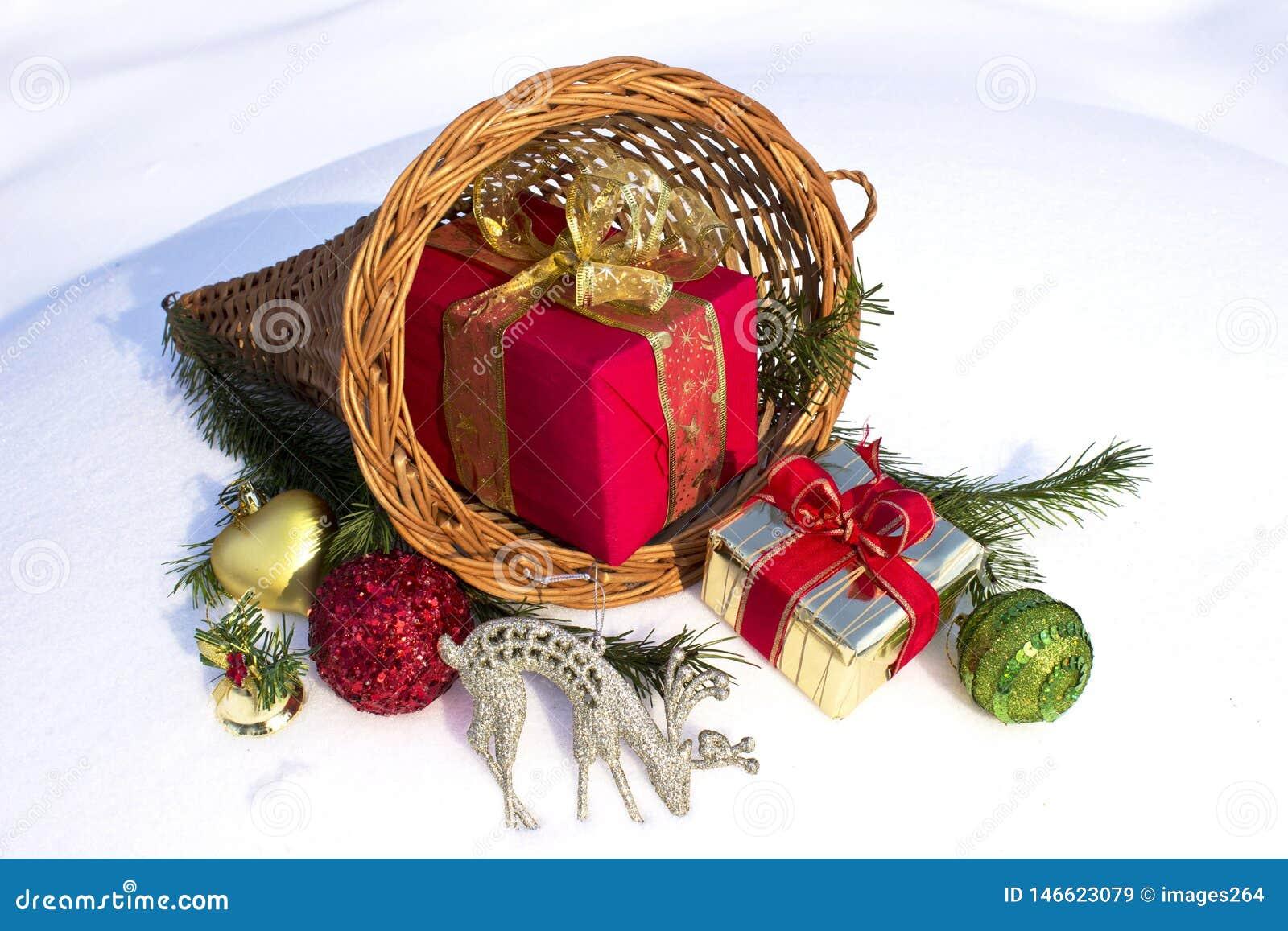 Regalos y ornamentos de la Navidad