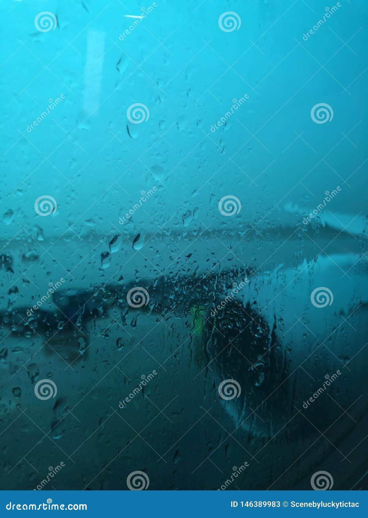 Regard d une fenêtre un jour pluvieux