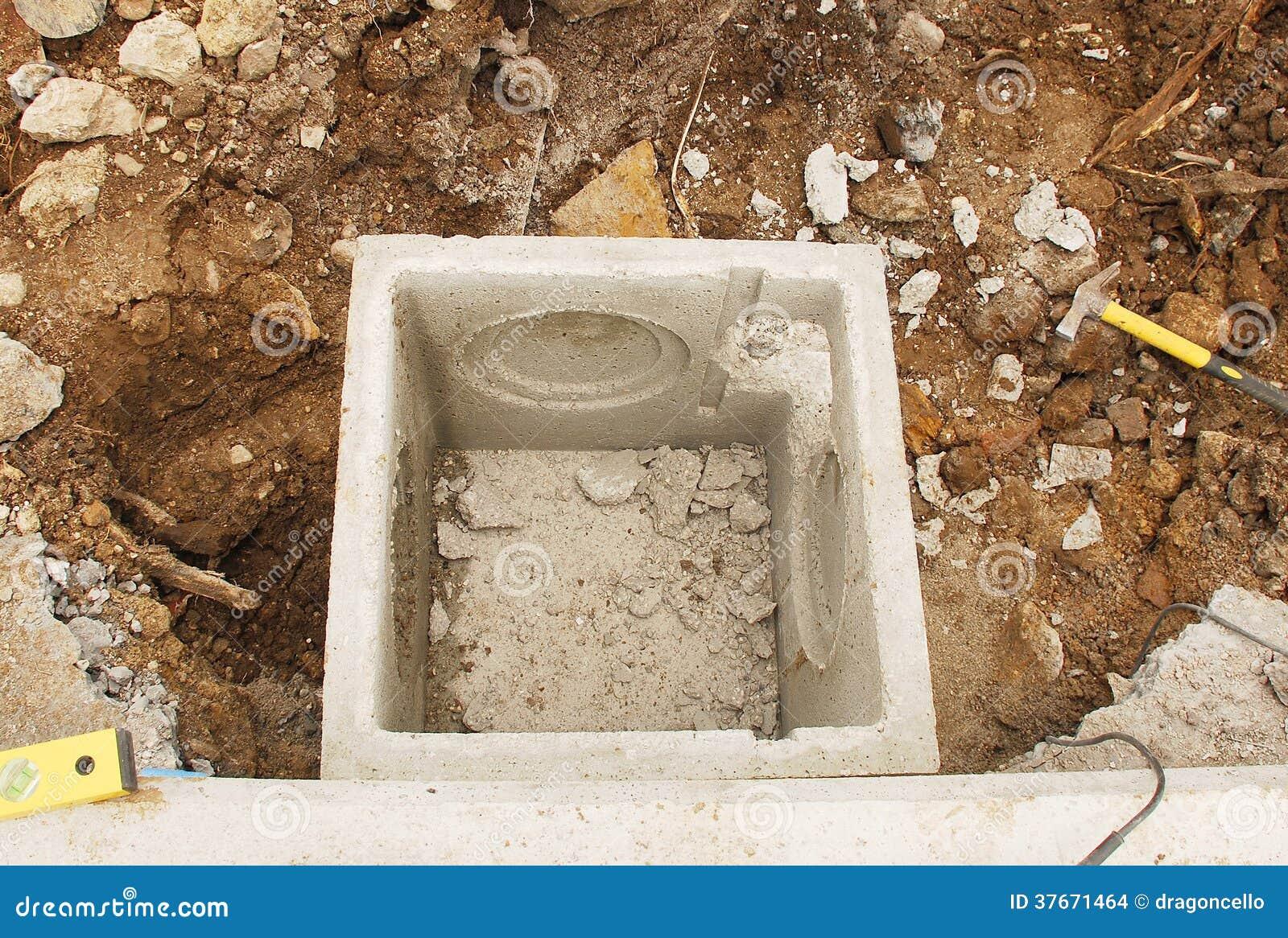 regard de visite d 39 eaux d 39 gout photo stock image 37671464. Black Bedroom Furniture Sets. Home Design Ideas