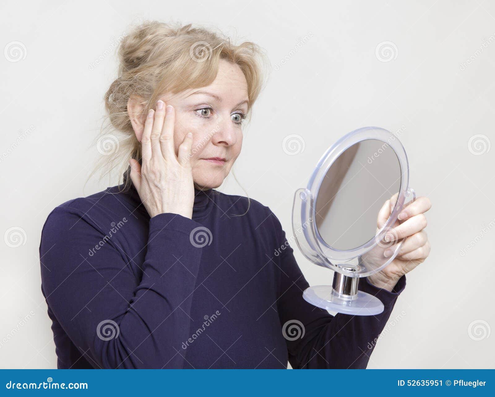 Regard sup rieur dans le miroir for Regard dans le miroir